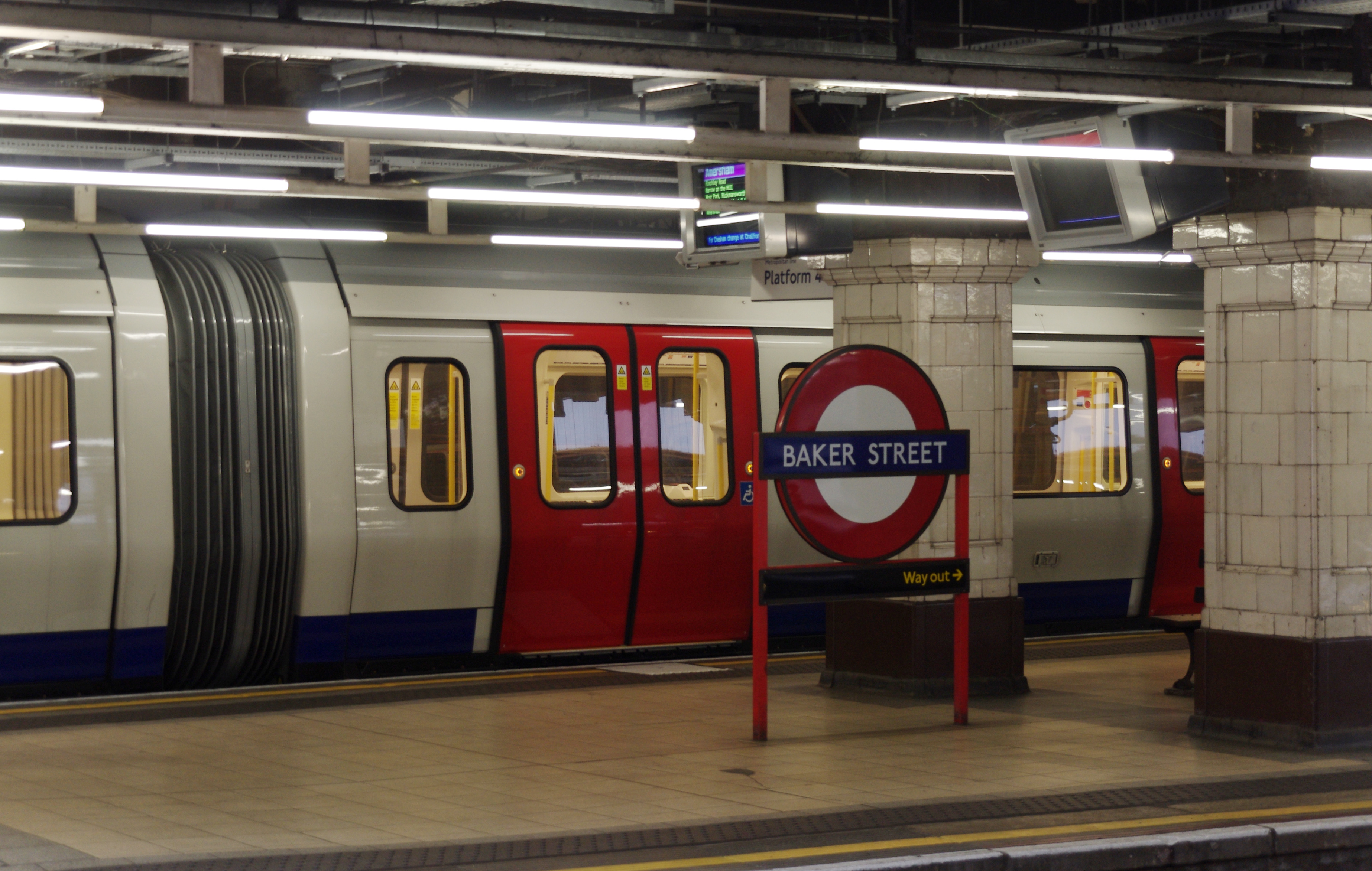 File:Baker Street tube station MMB 06.jpg - Wikimedia Commons