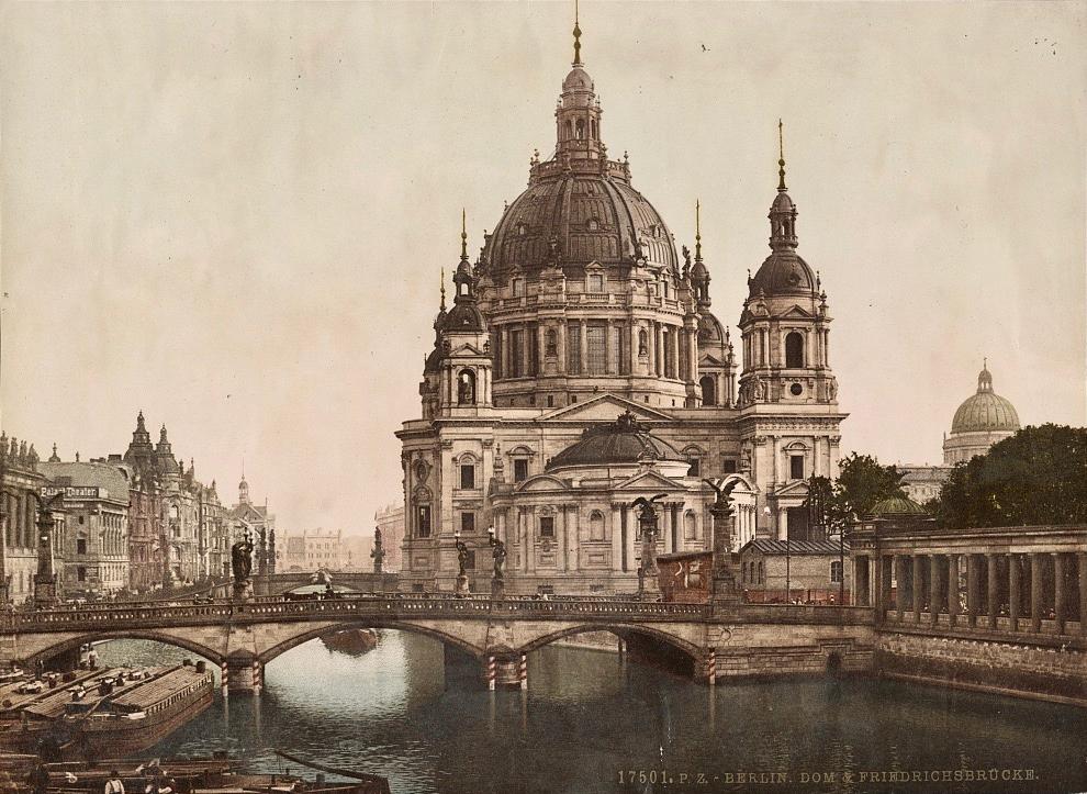 Berliner Dom Friedrichsbrücke um 1900.png
