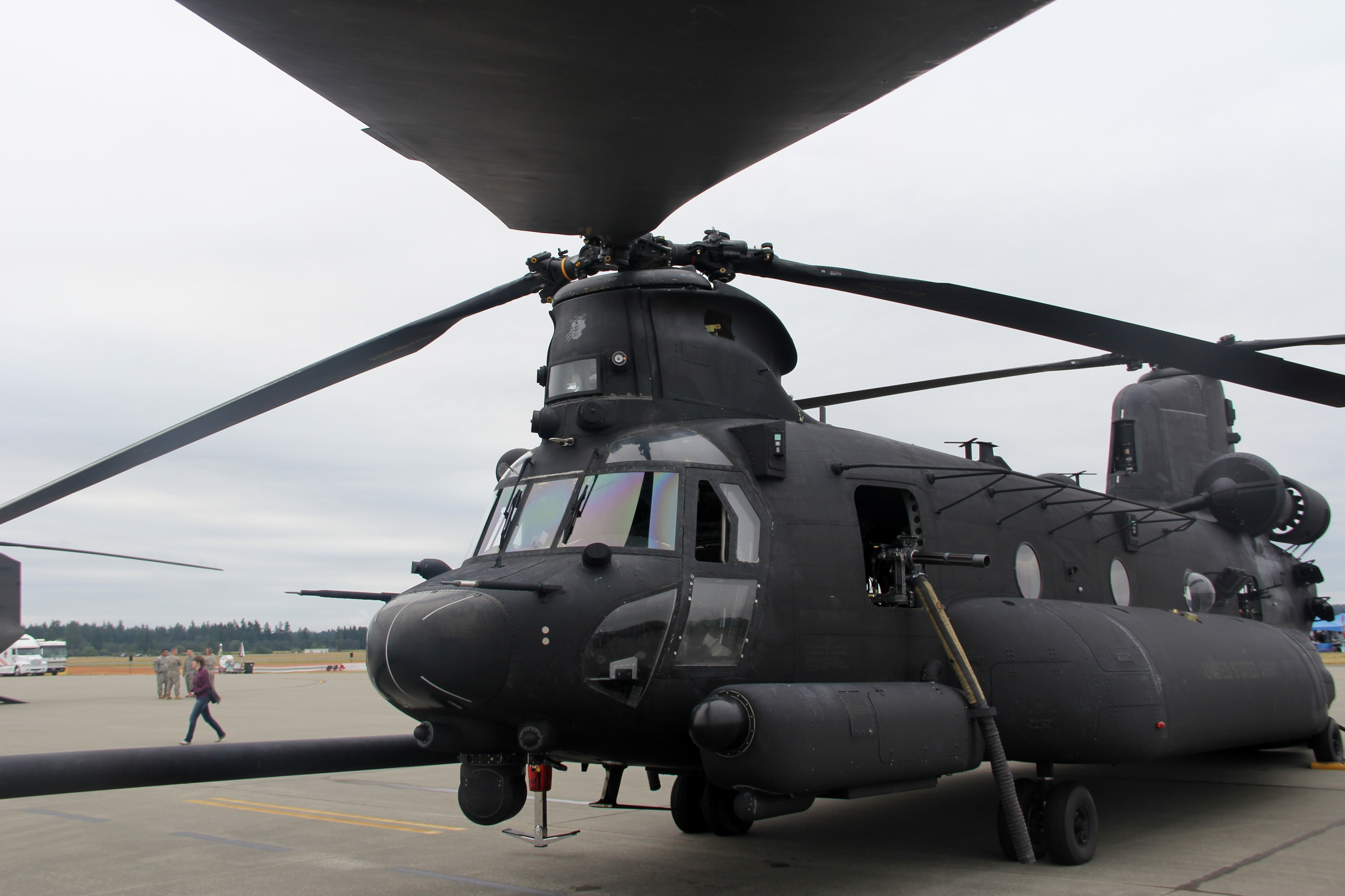 chinook helicopter use with File Boeing Mh 47g Heavy Assault Helicopter  7626804614 on 50018 as well Page likewise Clients as well 105mm Gun Towed By Hagglund Bv206 likewise Fliegender Hubschrauber.