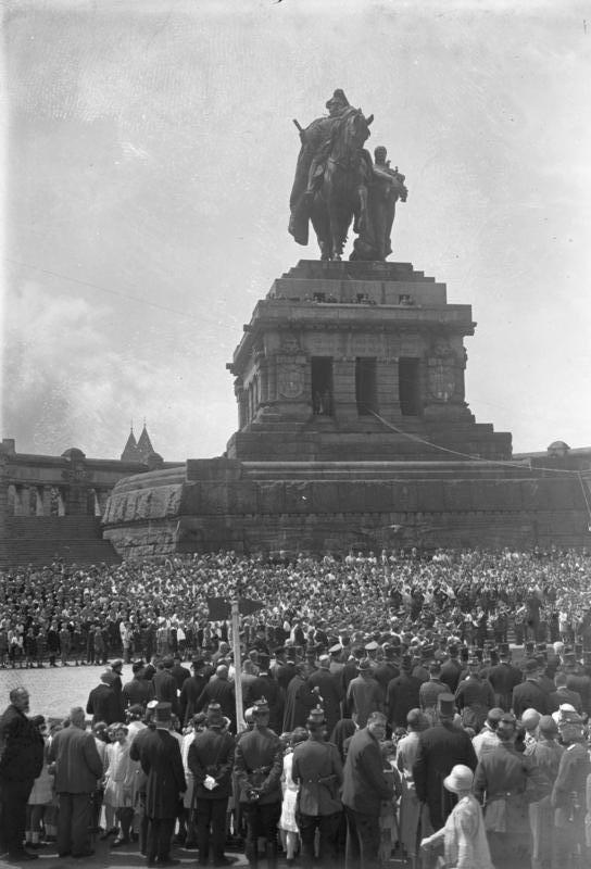 Koblenz, Hindenburg am Deutschen Eck. Historische Aufnahme im Besitz des Bundesarchivs: Bild 102-10167