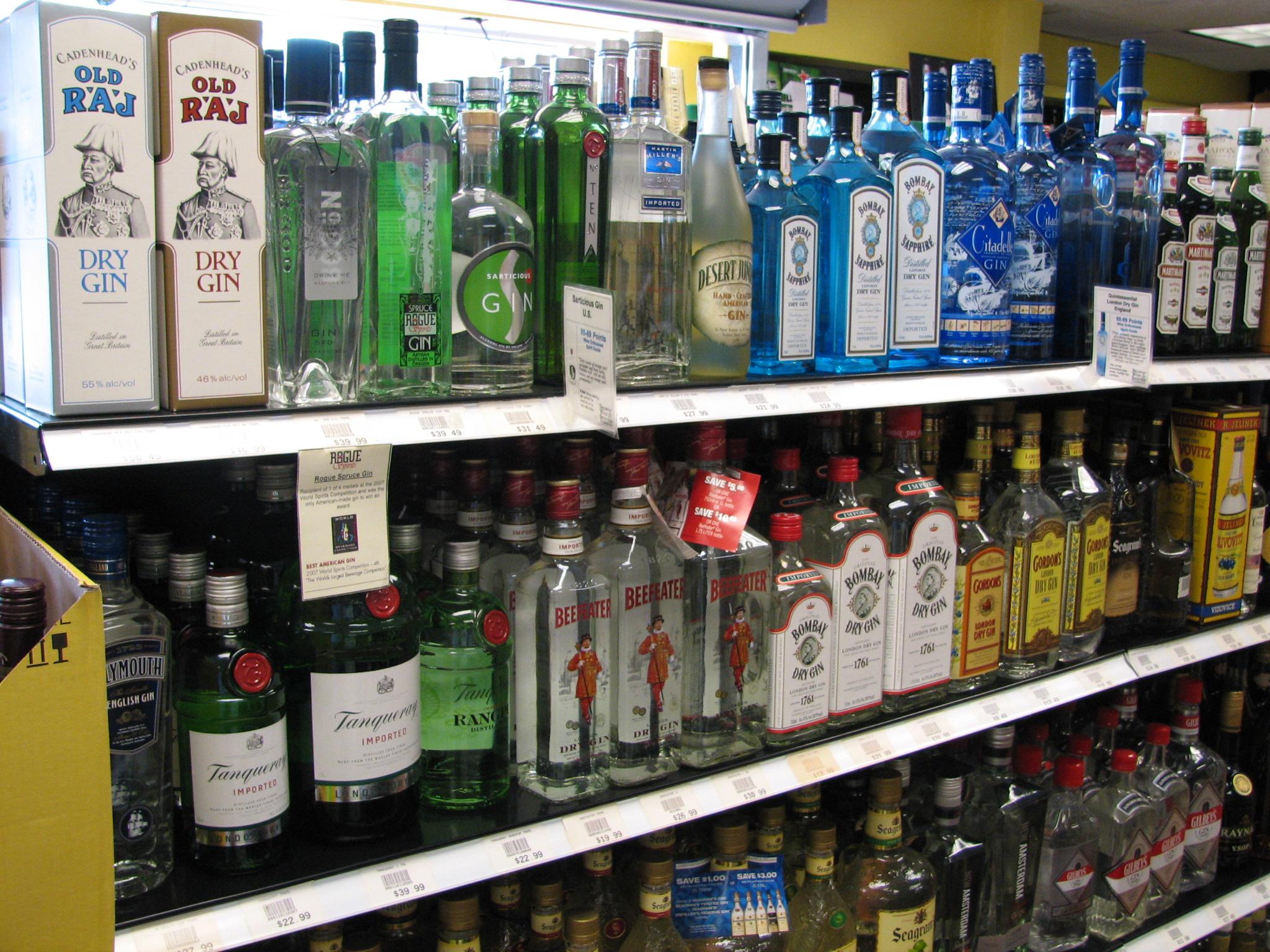 7 reasons love woman who drinks gin