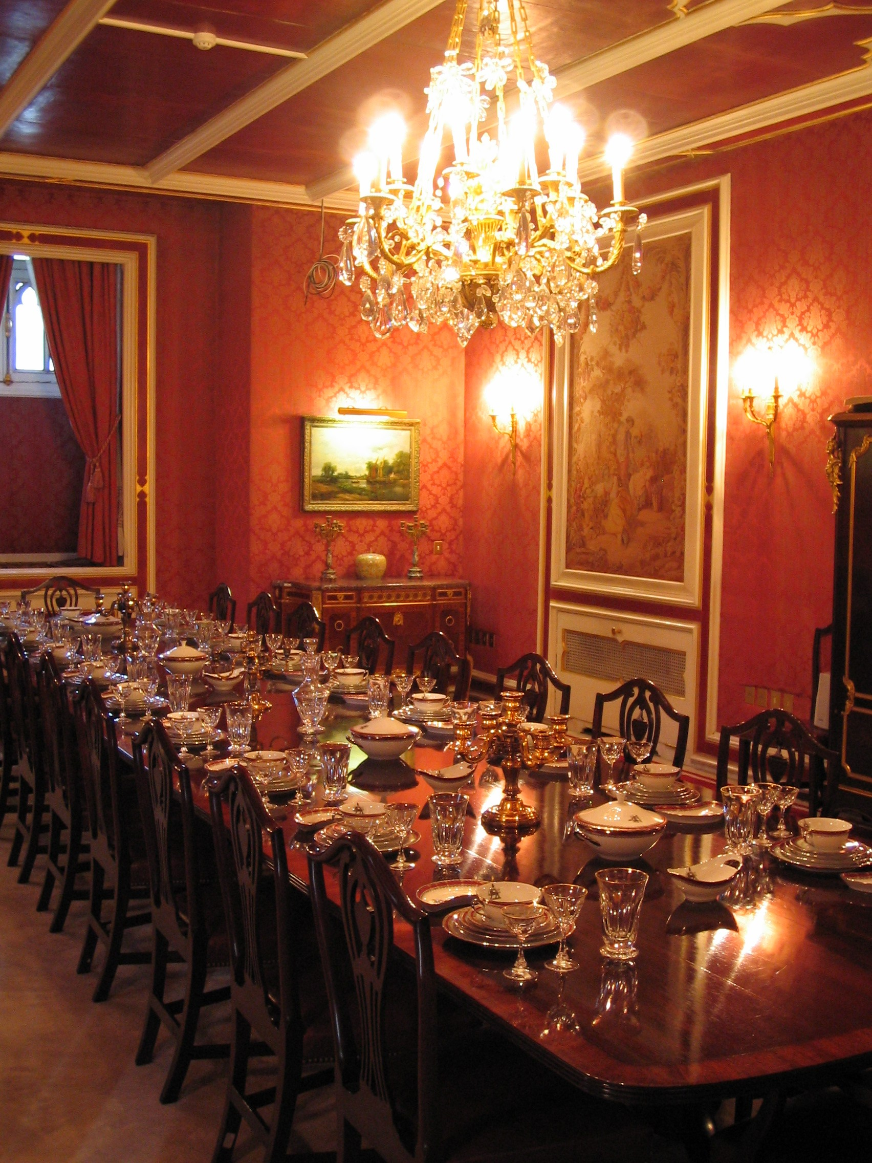 Palaces salles manger and int rieur du palais on pinterest for Dining room or there is nothing wiki