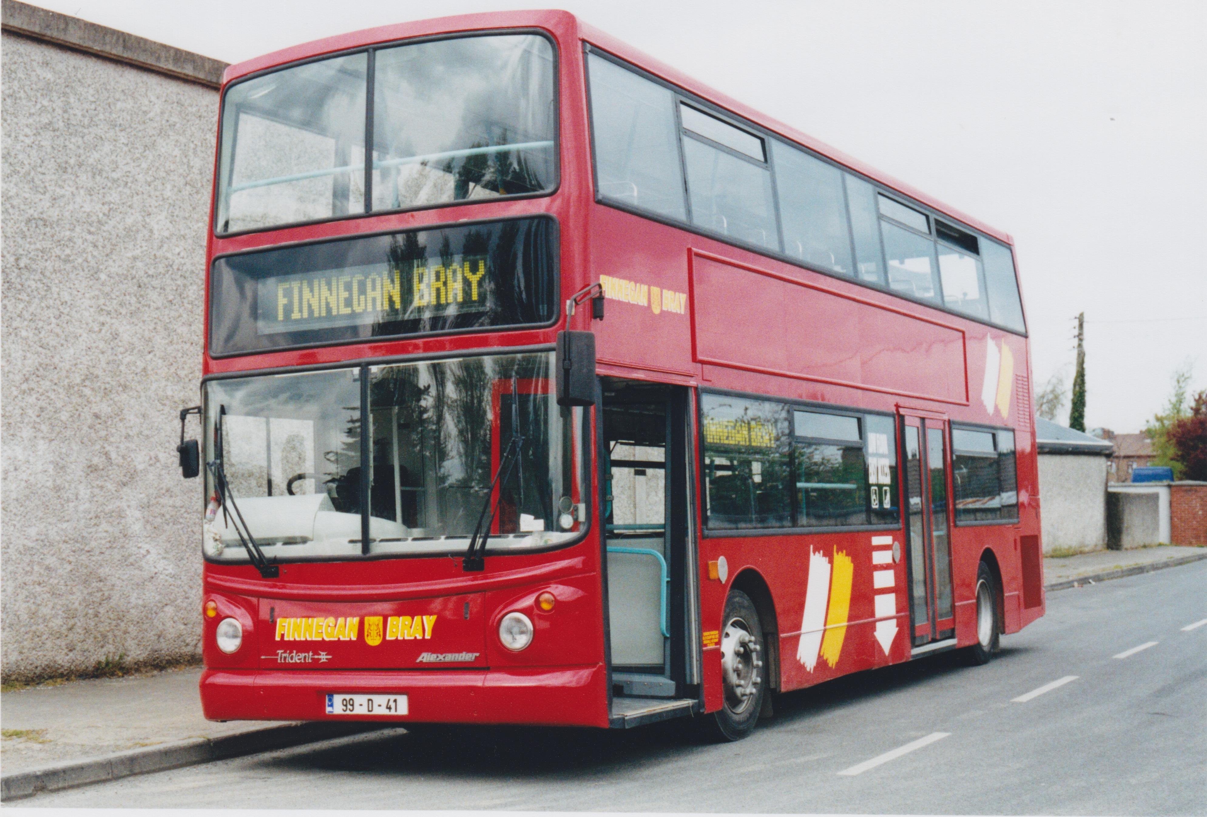FileFinnegan Of Bray Bus 99 D 41 April 2002