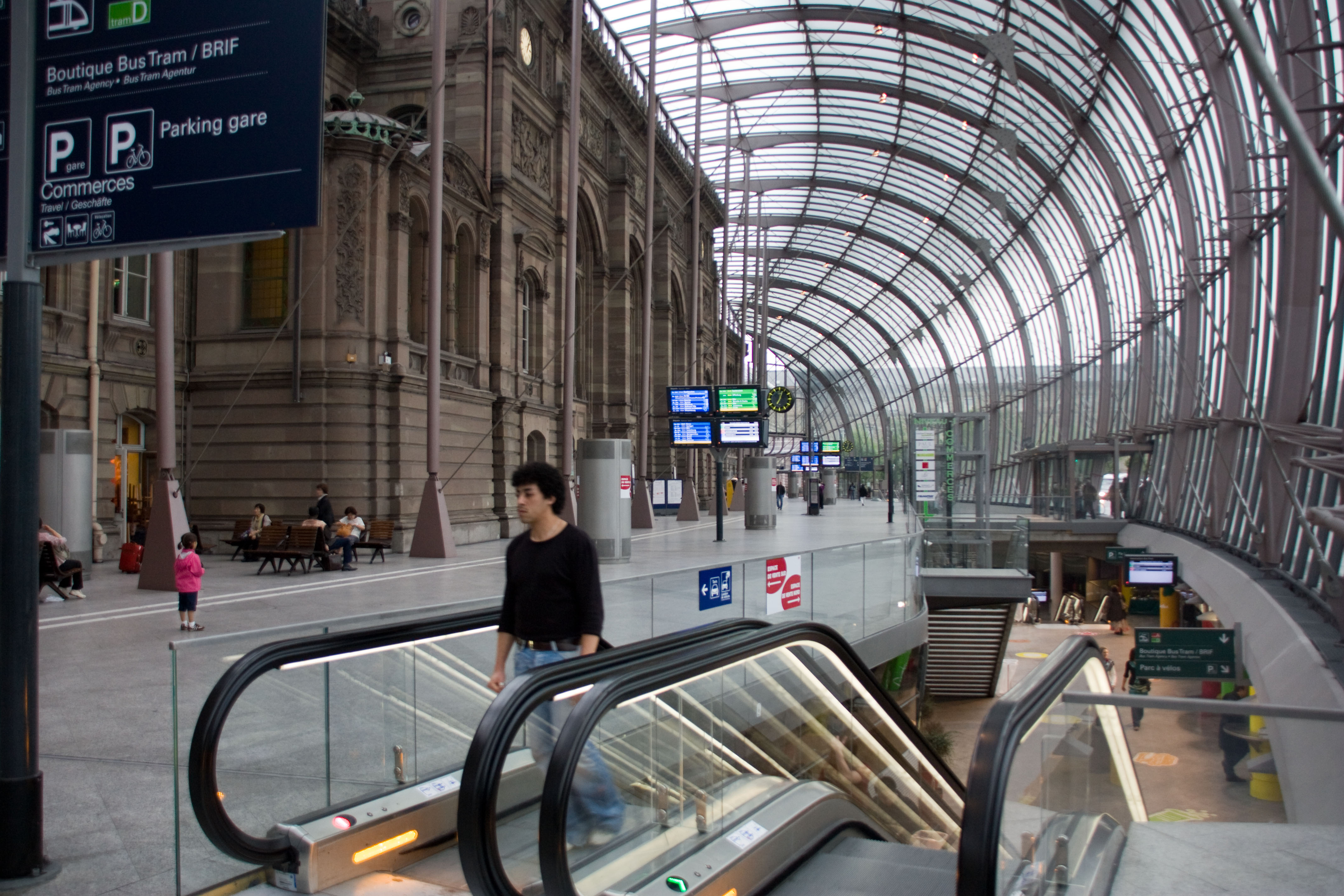 Преобразование транспортно-коммуникационных пространств городов на примере Франции. Азербайджан