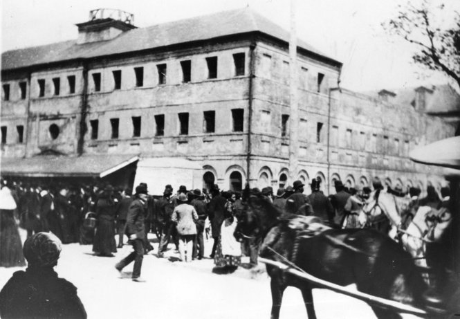 File:Gathering at Parish Prison New Orleans 14 March 1891.jpg