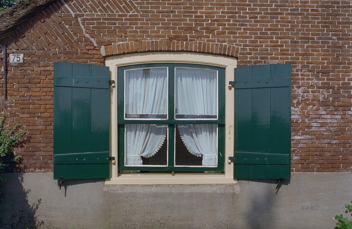 Verwonderend File:Gevel, raam met luiken - Eemnes - 20320212 - RCE.jpg GK-85