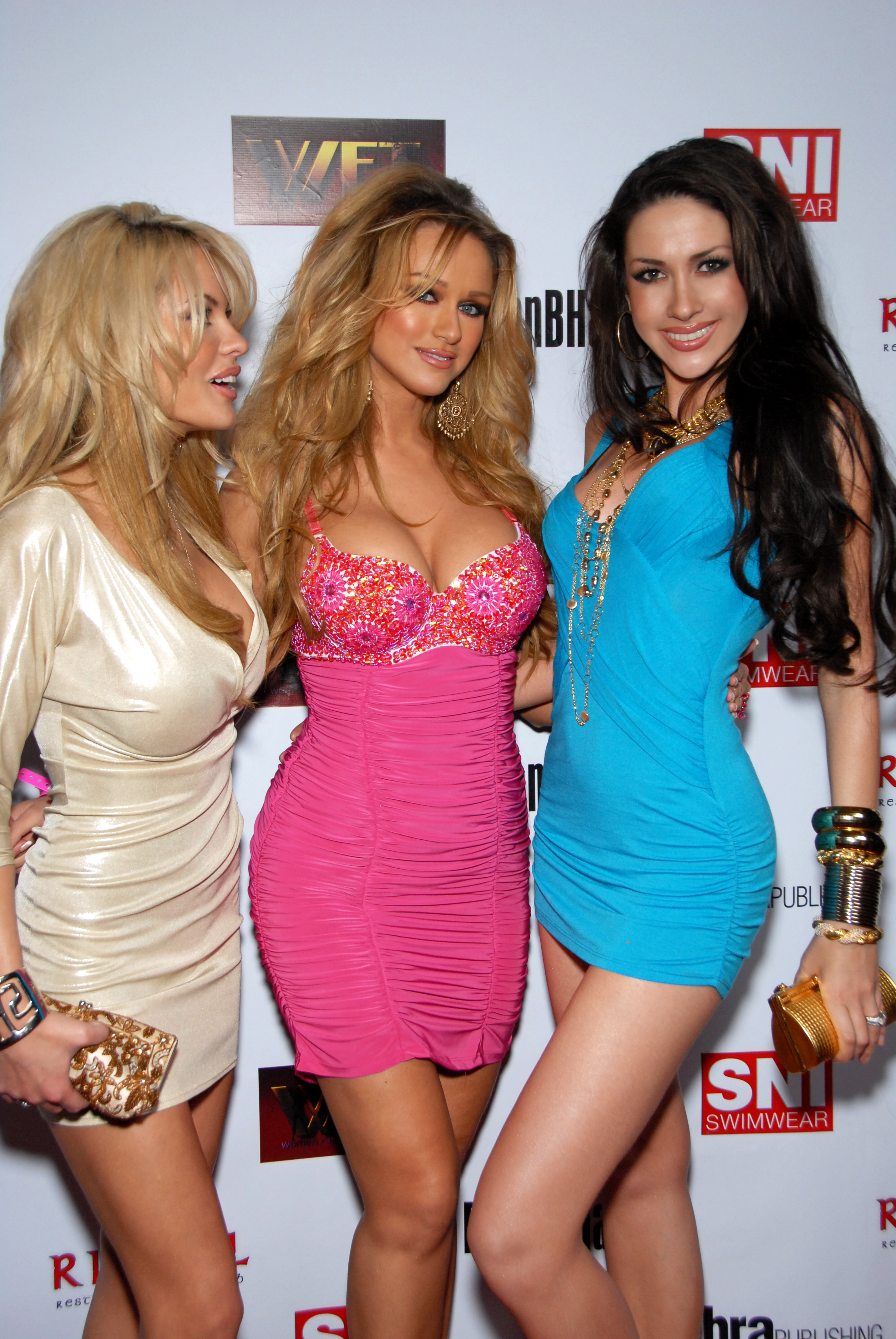 Description Glamour Models on Red Carpet.jpg