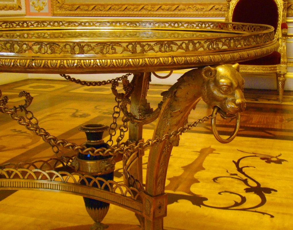 File:Golden room. Emperor table.jpg