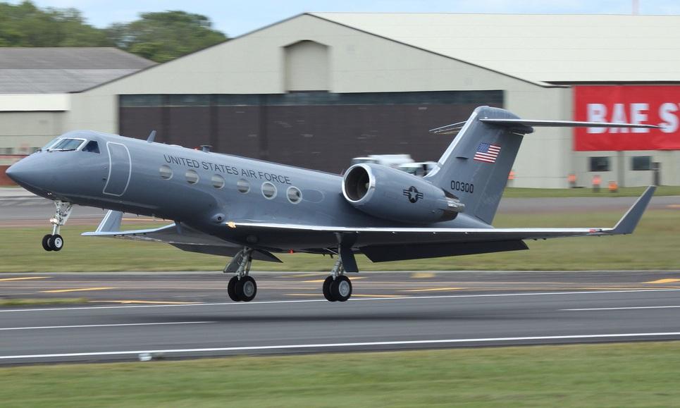 http://upload.wikimedia.org/wikipedia/commons/9/92/Gulfstream_C-20H_USAF_00300.jpg