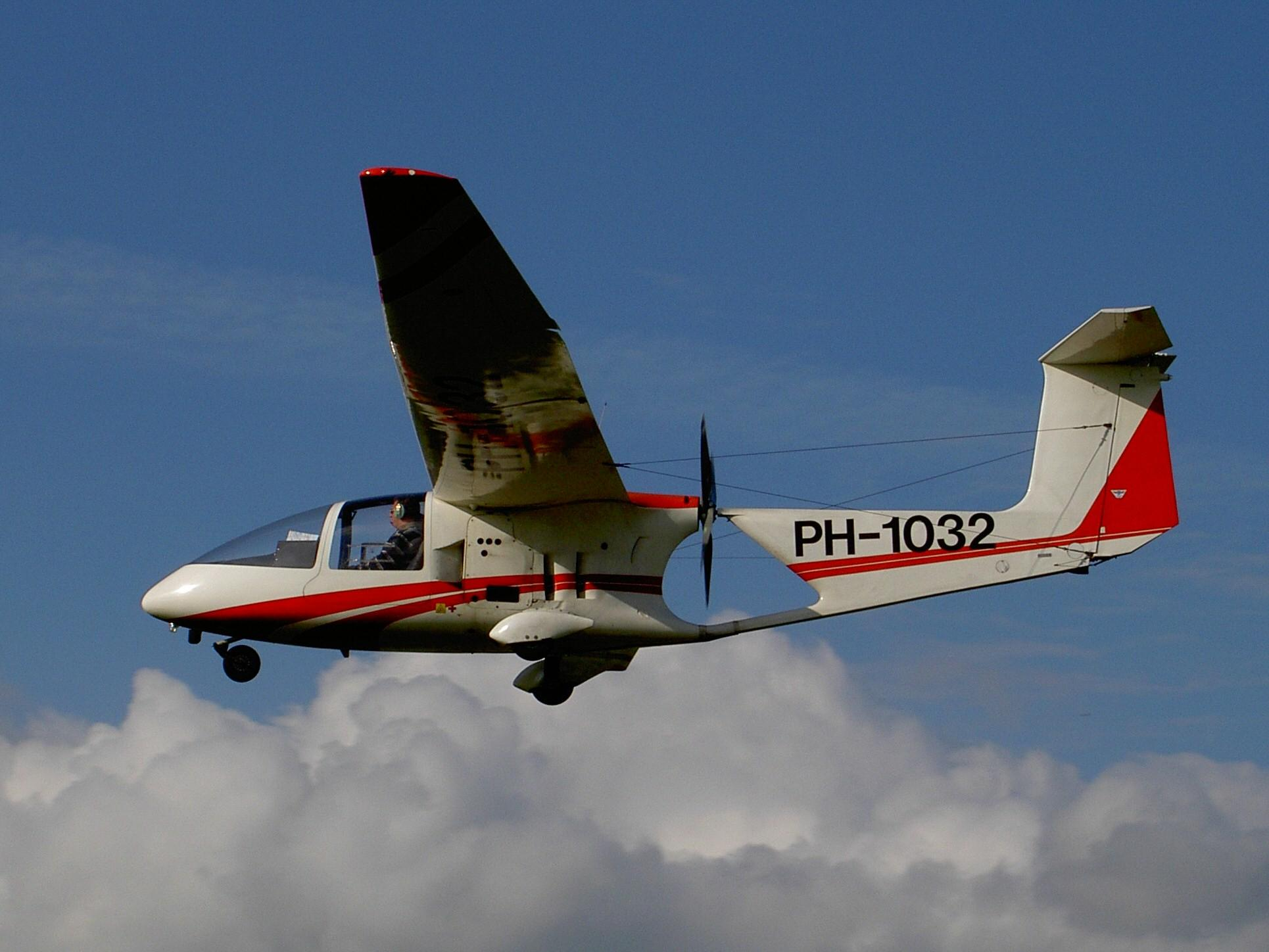 File:HB-Aircraft HB 232-400-SP PH-1032 26-