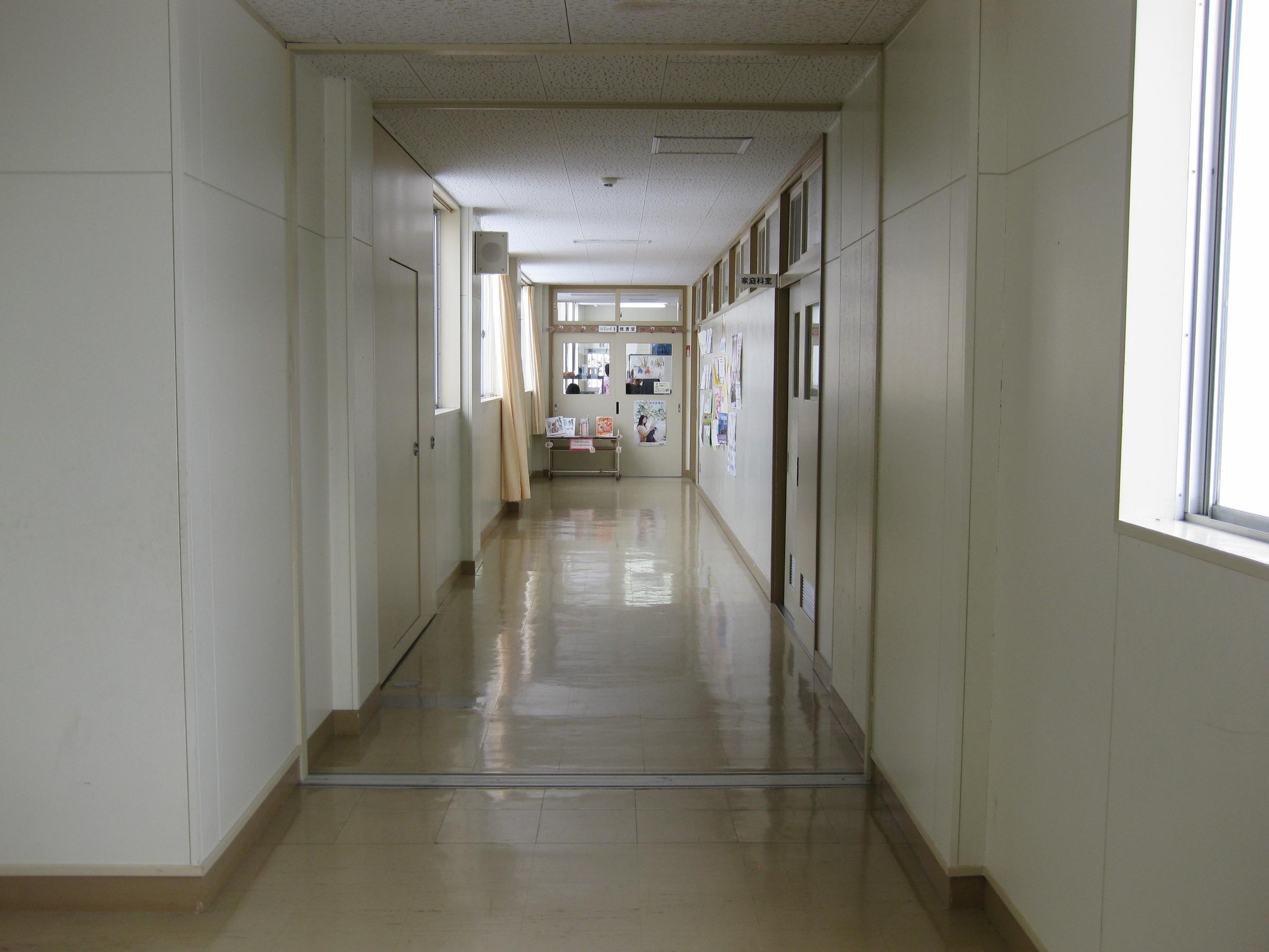 File:Hitane Elementary School hallway 4.jpg - Wikimedia ...