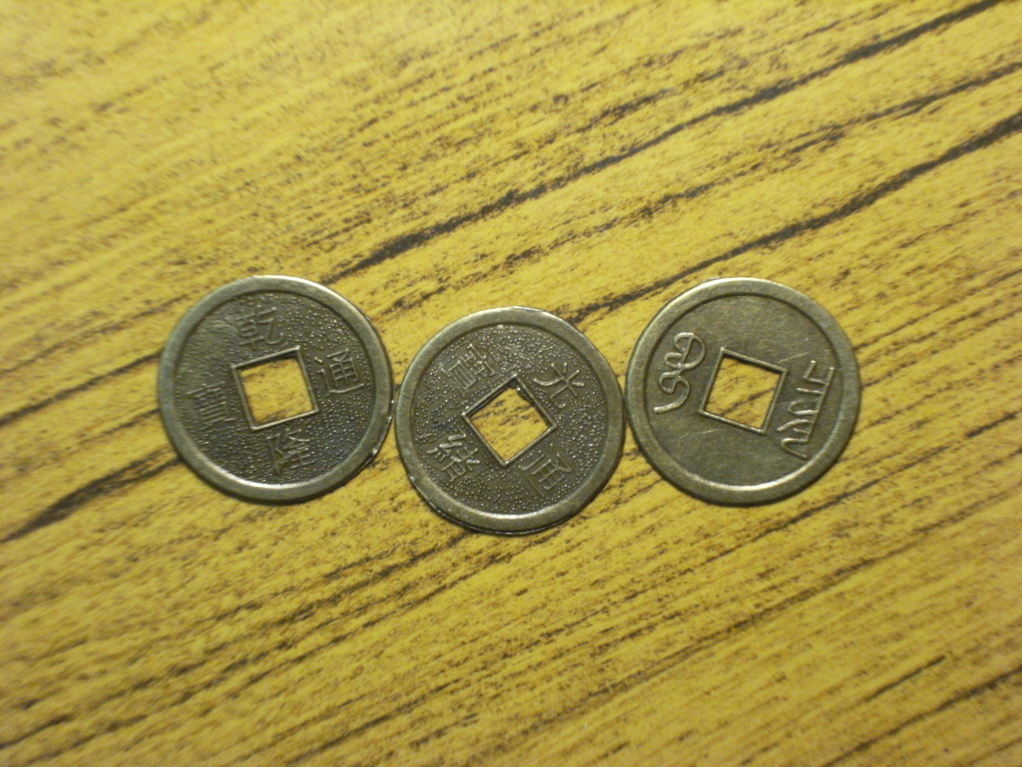 Как гадать на трех монетах