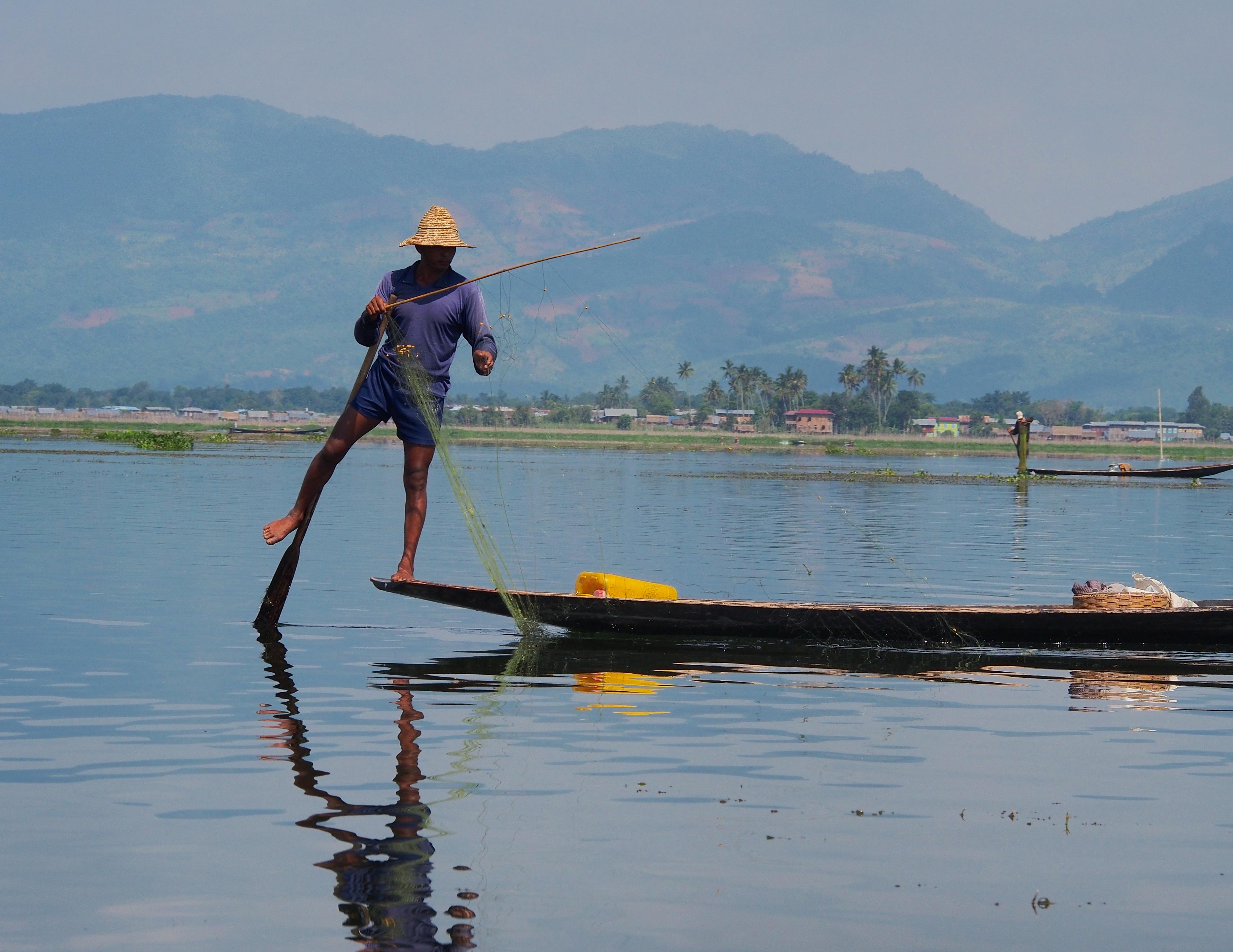in inle lake myanmar (14839197902).jpg