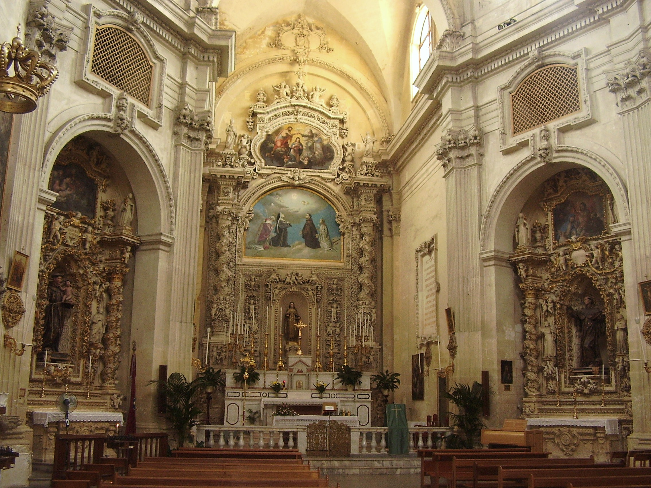 File interno chiesa di santa chiara wikimedia for Interno chiesa