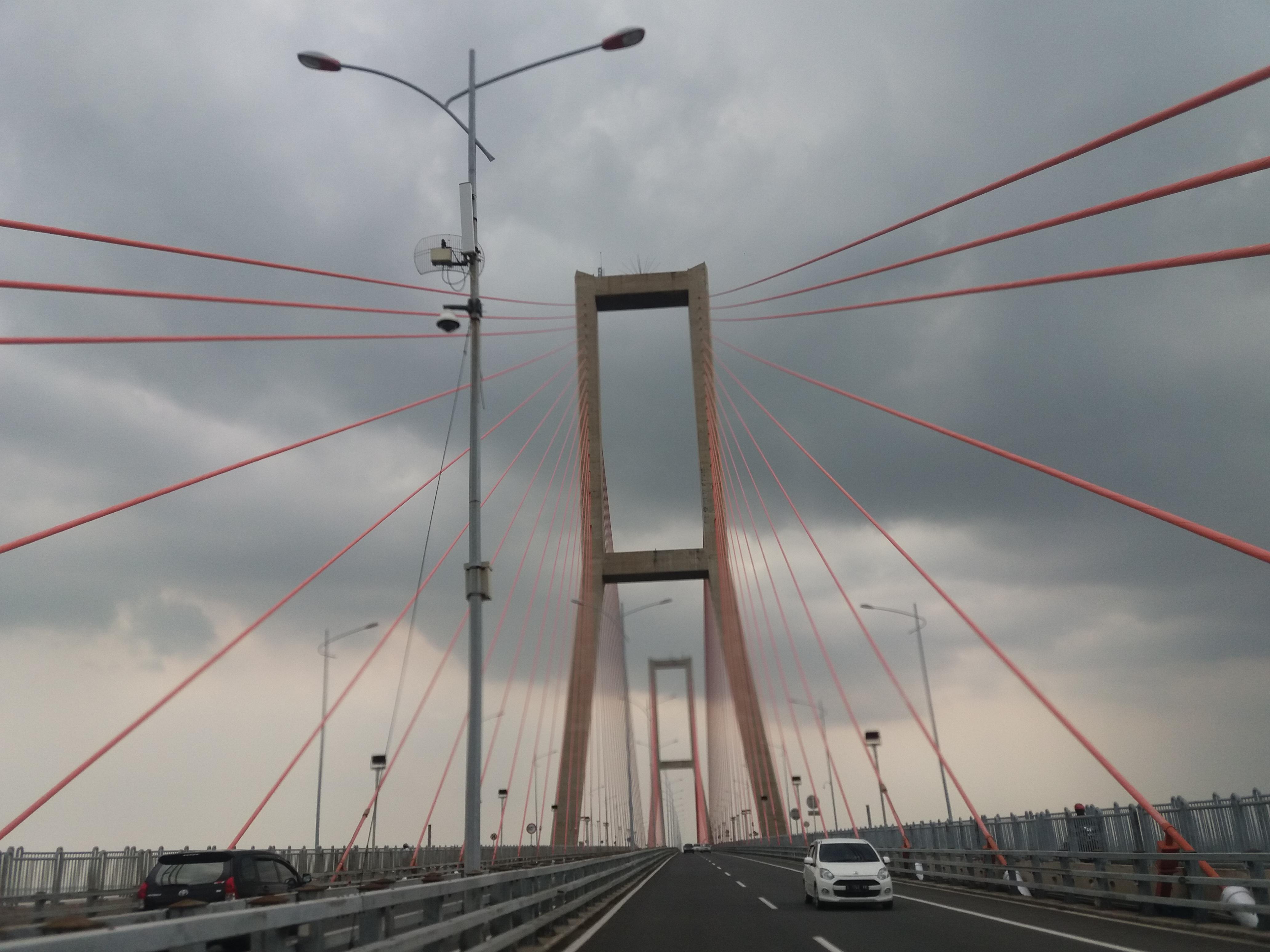 Miniatur Jembatan Suramadu