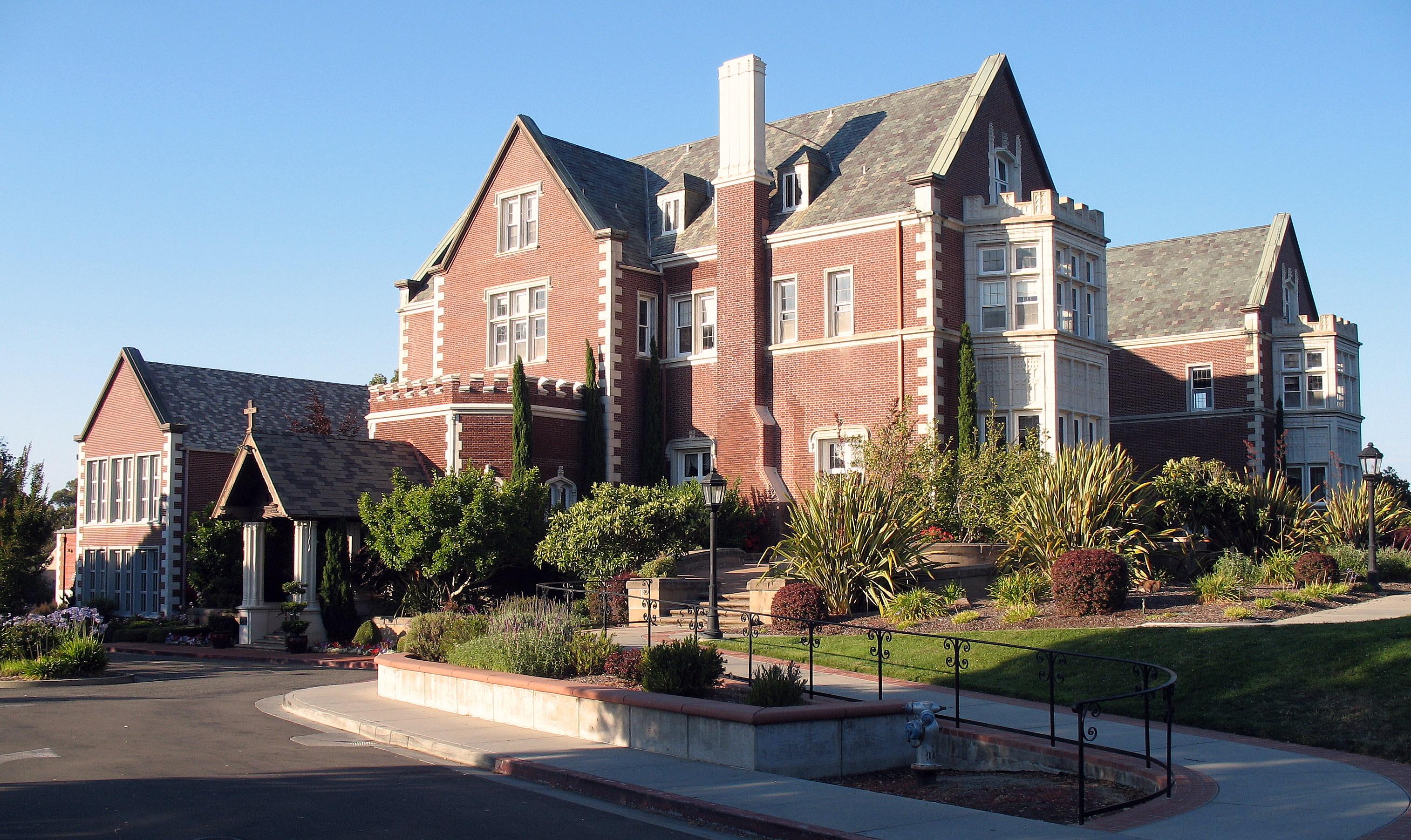 San Mateo Ca >> File:Kohl Mansion, 2750 Adeline Dr., Burlingame, CA 7-31-2011 6-52-34 PM.JPG - Wikimedia Commons