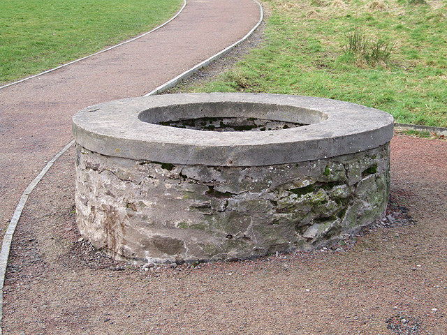 Lanark Loch - Old Cemented Well - geograph.org.uk - 771061