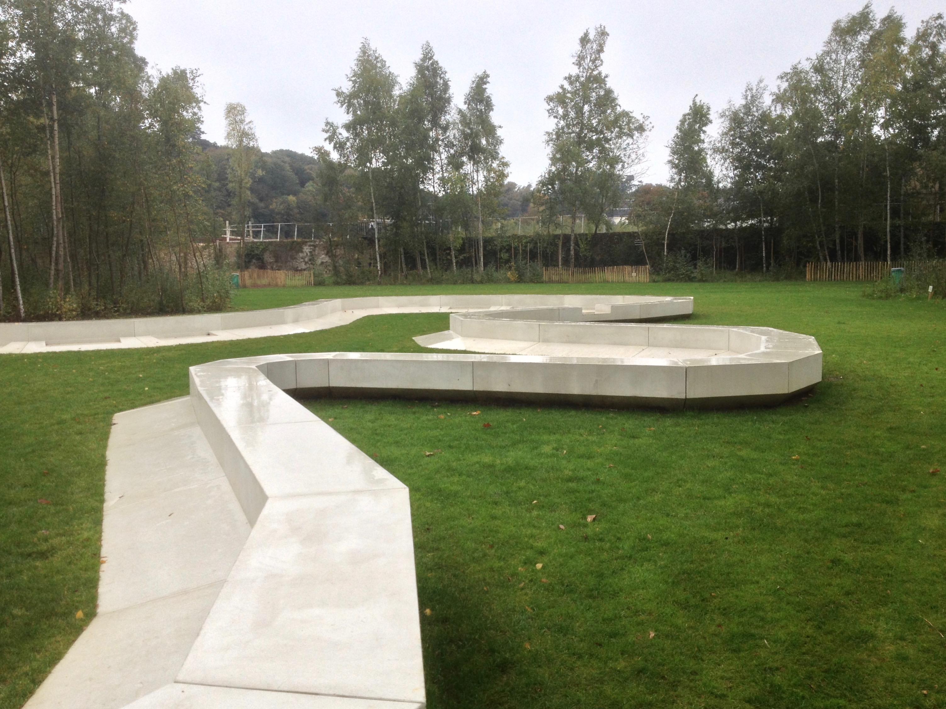 File Le banc du Jardin des Etangs Gobert Wikimedia mons