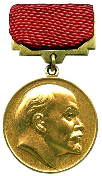 En 1977, Ritsos recibe el Premio Lenin