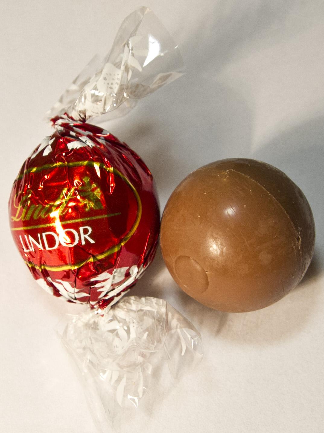 File:Lindt Lindor chocolate.jpg - Wikimedia Commons