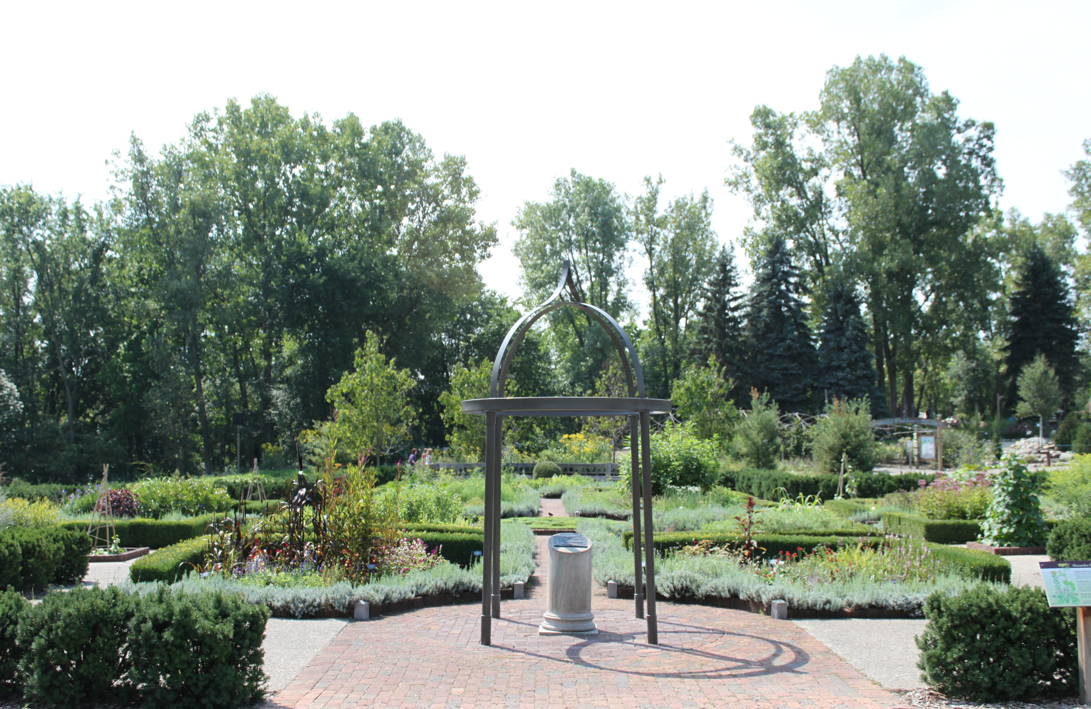 File:Matthaei Botanical Gardens Herb Knot Garden.JPG