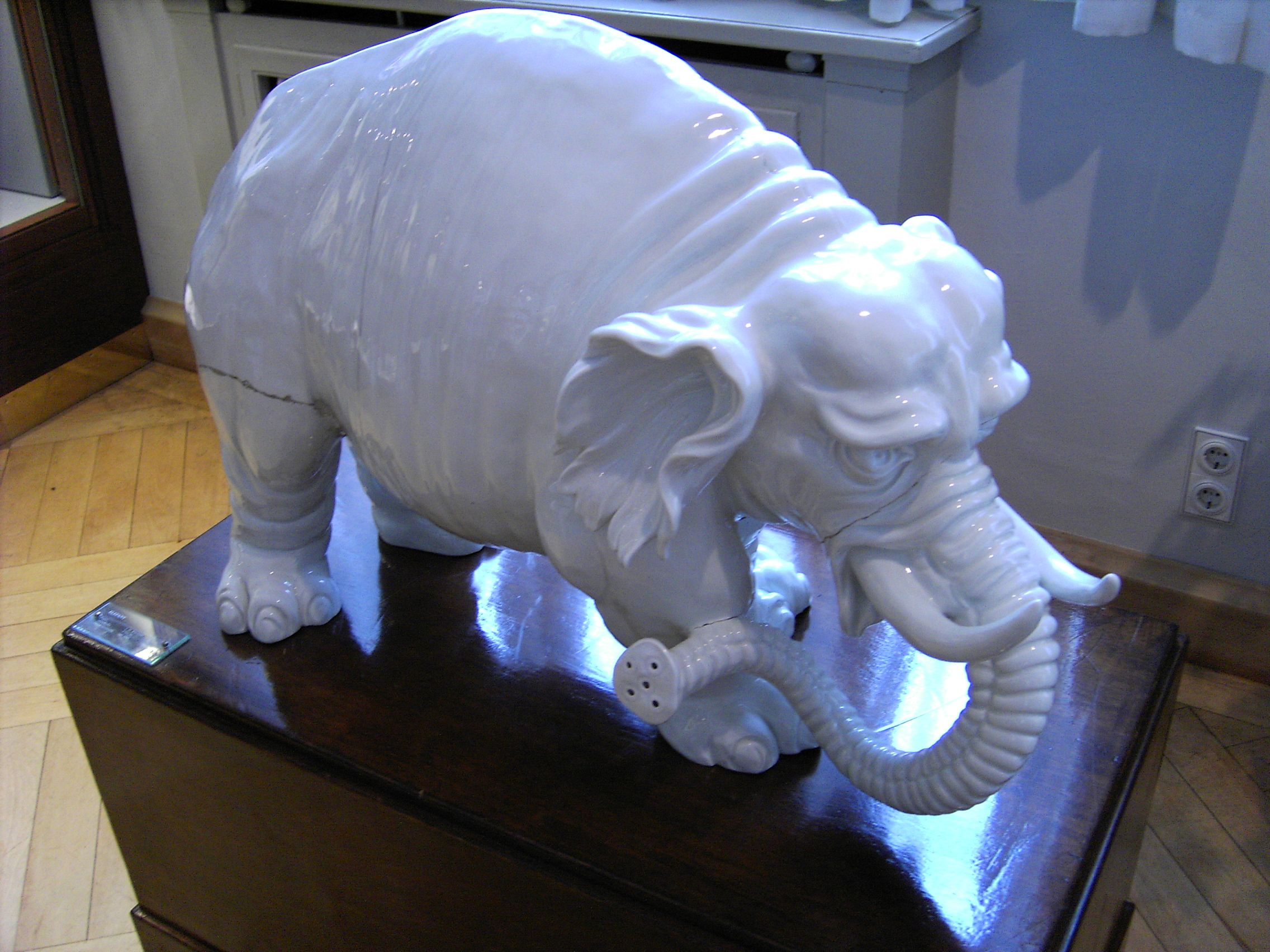 File:Meissen-Porcelain-Elephant JPG - Wikimedia Commons
