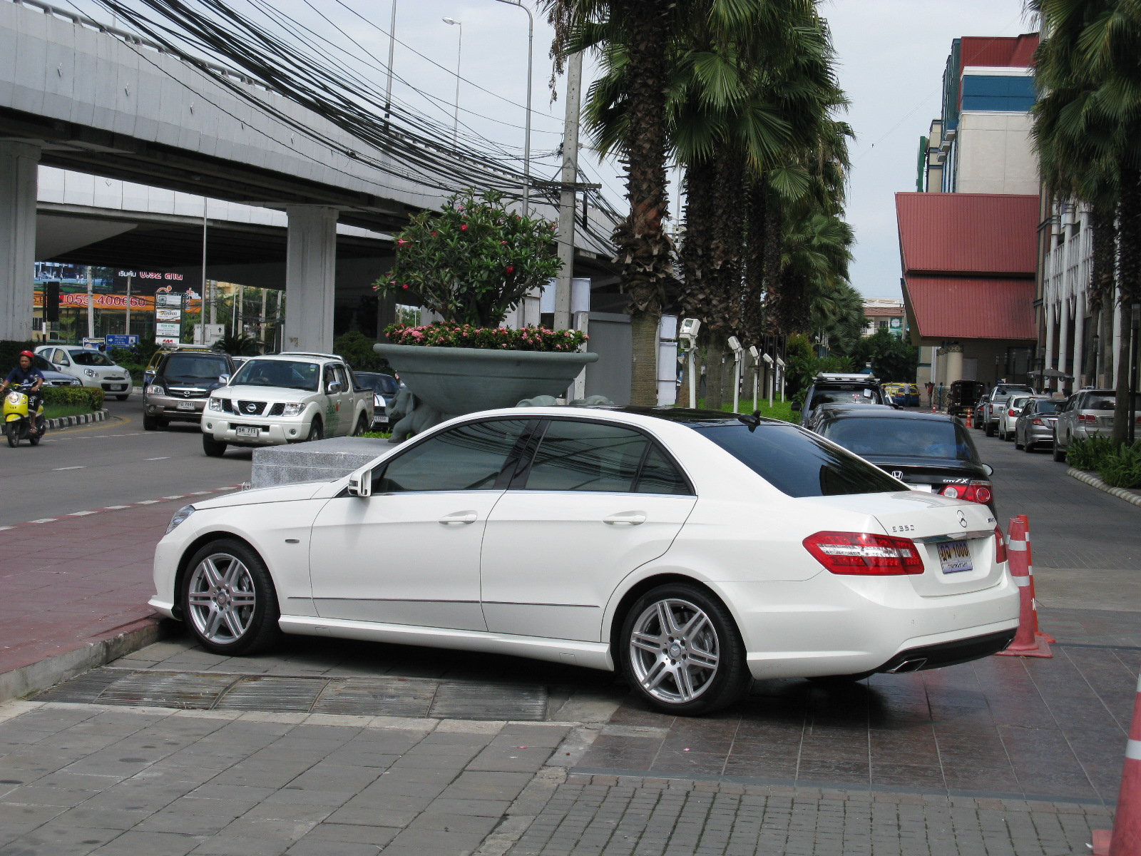 File mercedes benz e350 cgi amg 5894610768 jpg for Mercedes benz amg 350