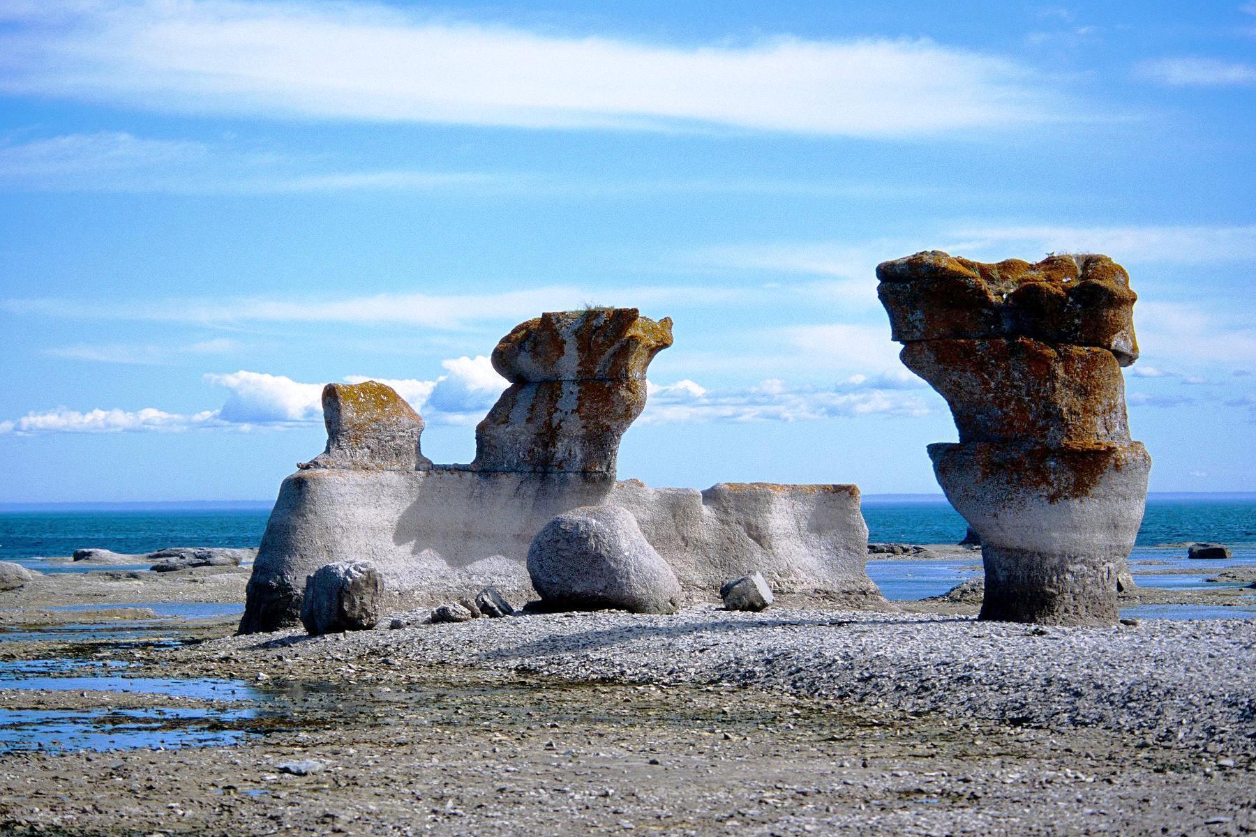 File monolithes wikimedia commons for Camping jardin de mon pere la baie