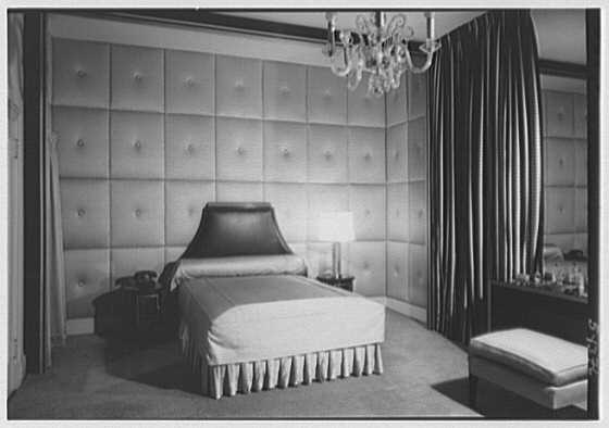 Auschnitt's bedroom on Park Avenue, 1948 photograph Mr. Max Ausnit, residence at 521 Park Ave., New York City. LOC gsc.5a15606.jpg