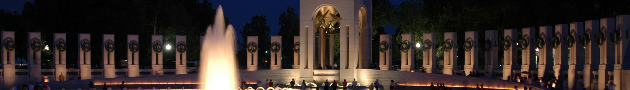 Bildquelle: https://commons.wikimedia.org/wiki/File:National_wwii_memorial_banner.jpg