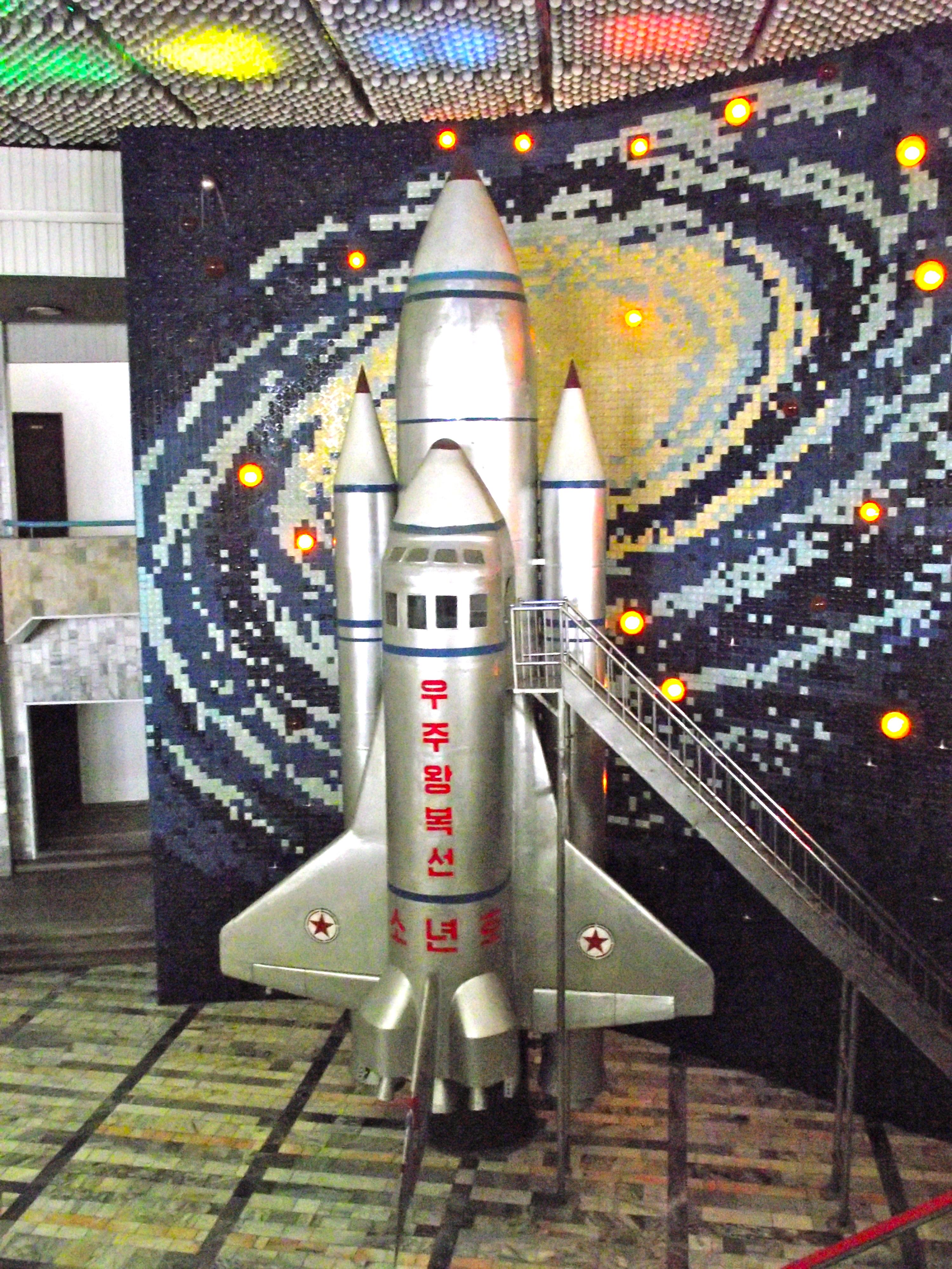 North_Korean_space_shuttle_(6074284468).