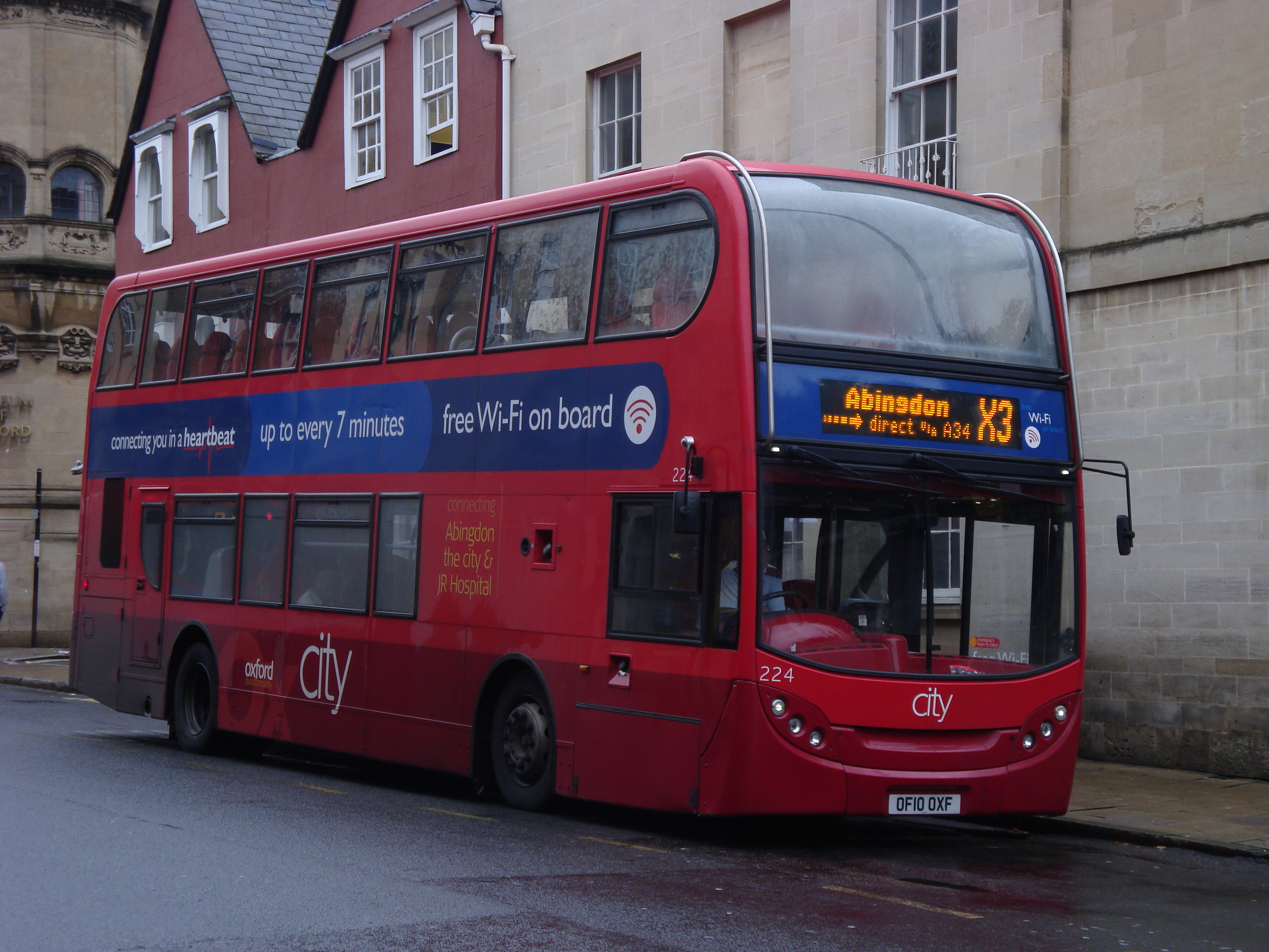 file:oxford bus company 224 on route x3, oxford city centre