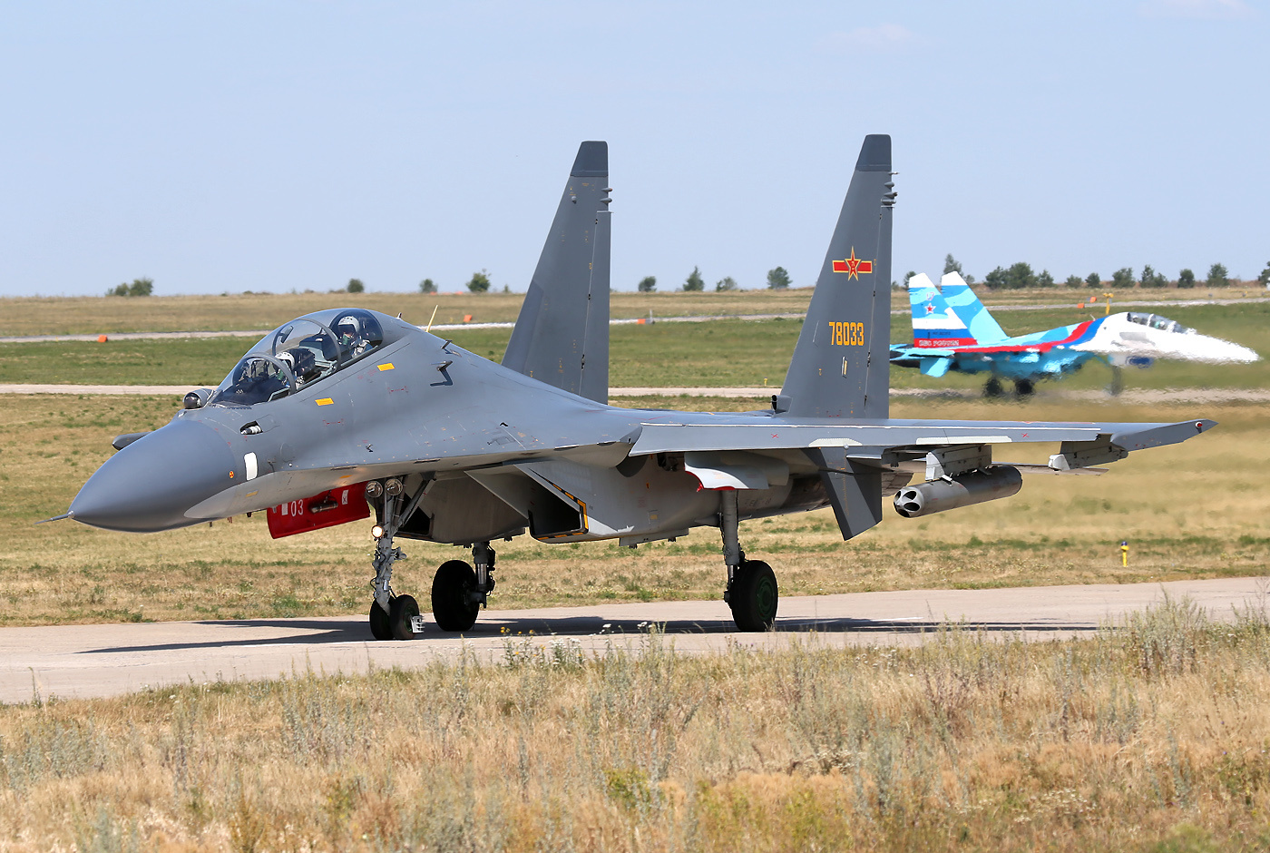 https://upload.wikimedia.org/wikipedia/commons/9/92/PLAAF_Sukhoi_Su-30MKK_at_Lipetsk_Air_Base.jpg