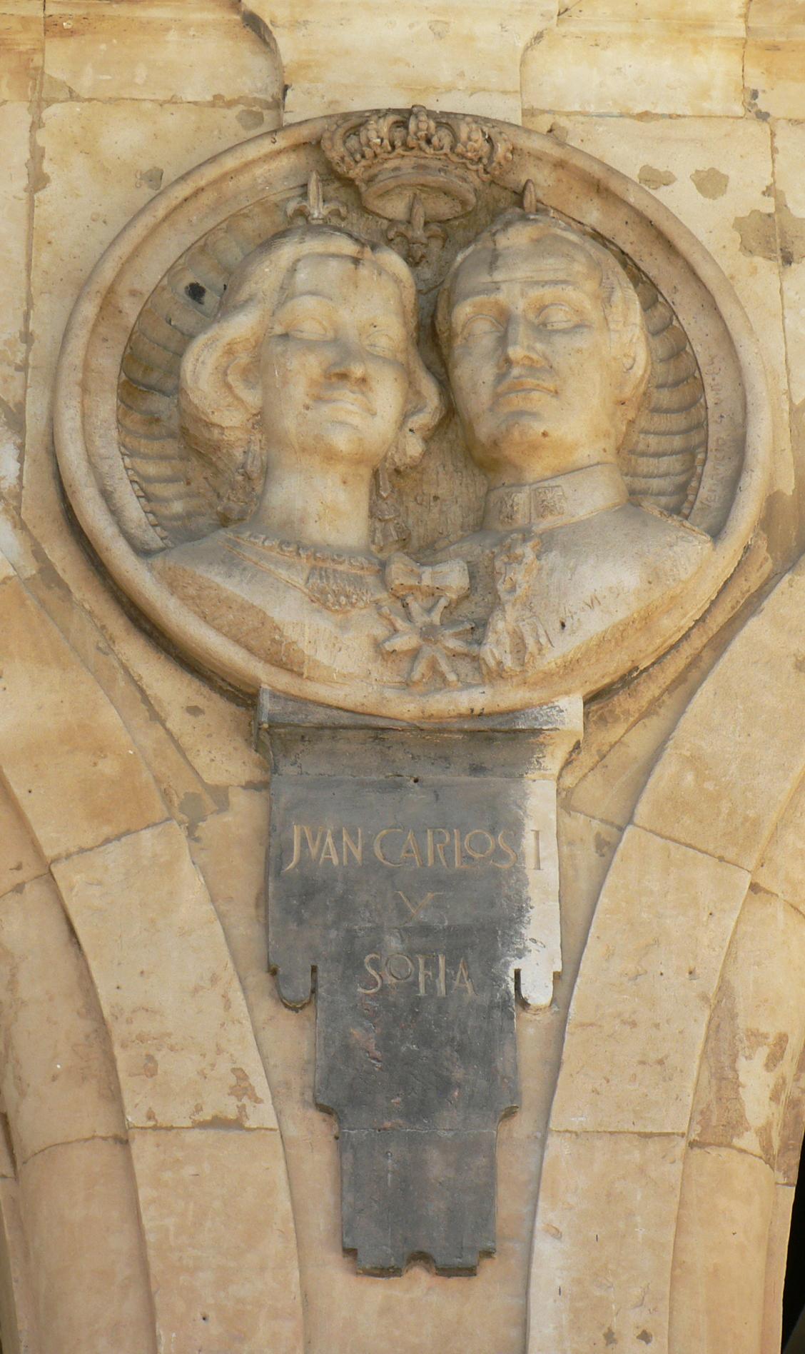 Pabellón Consistorial medallón 17 Juan Carlos I y Sofía.JPG