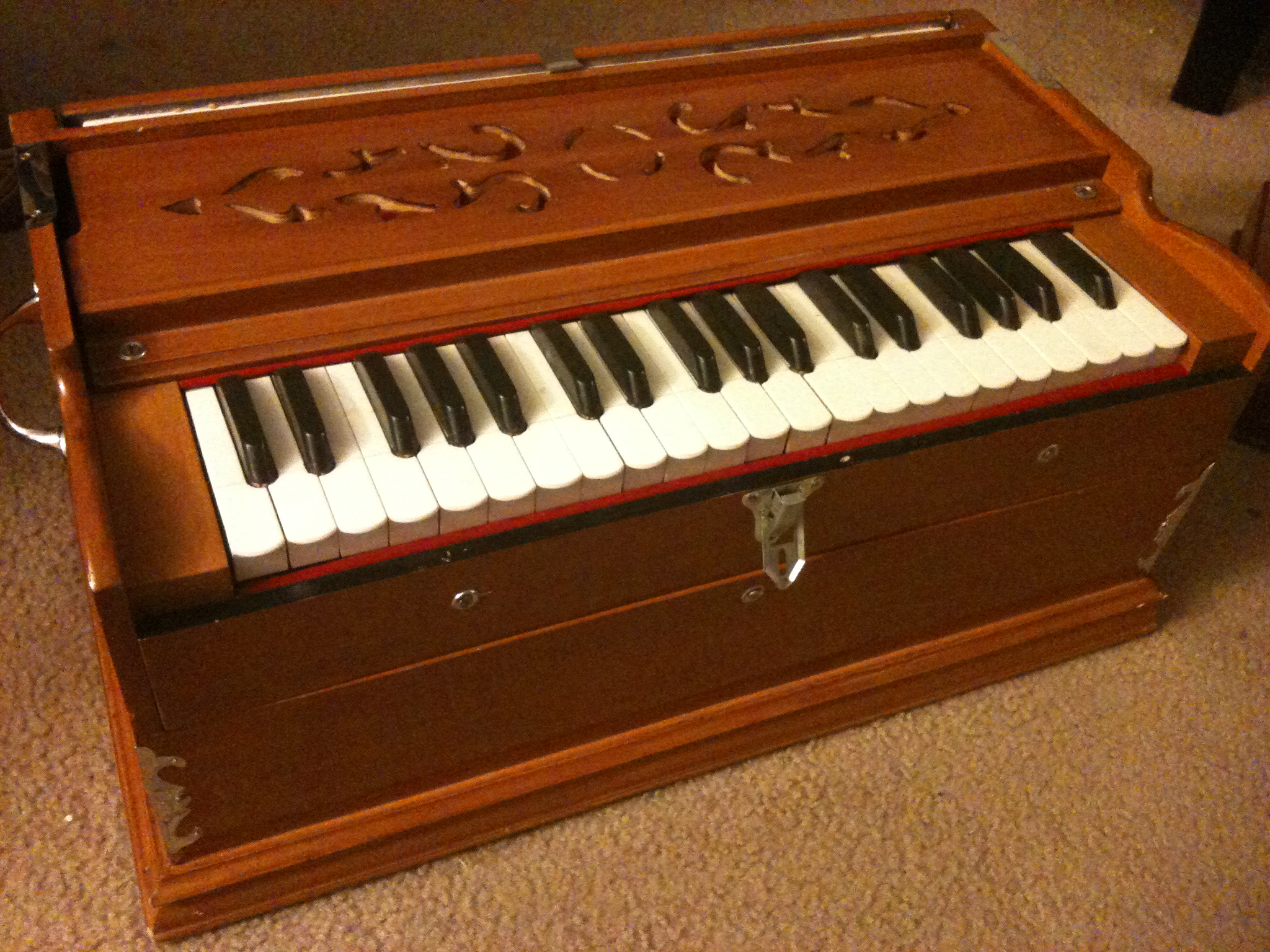 Harmonium. Image Courtesy: Wikipedia.org