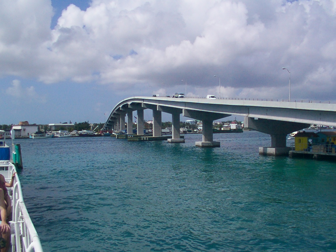 Description Paradise Island bridge.JPG
