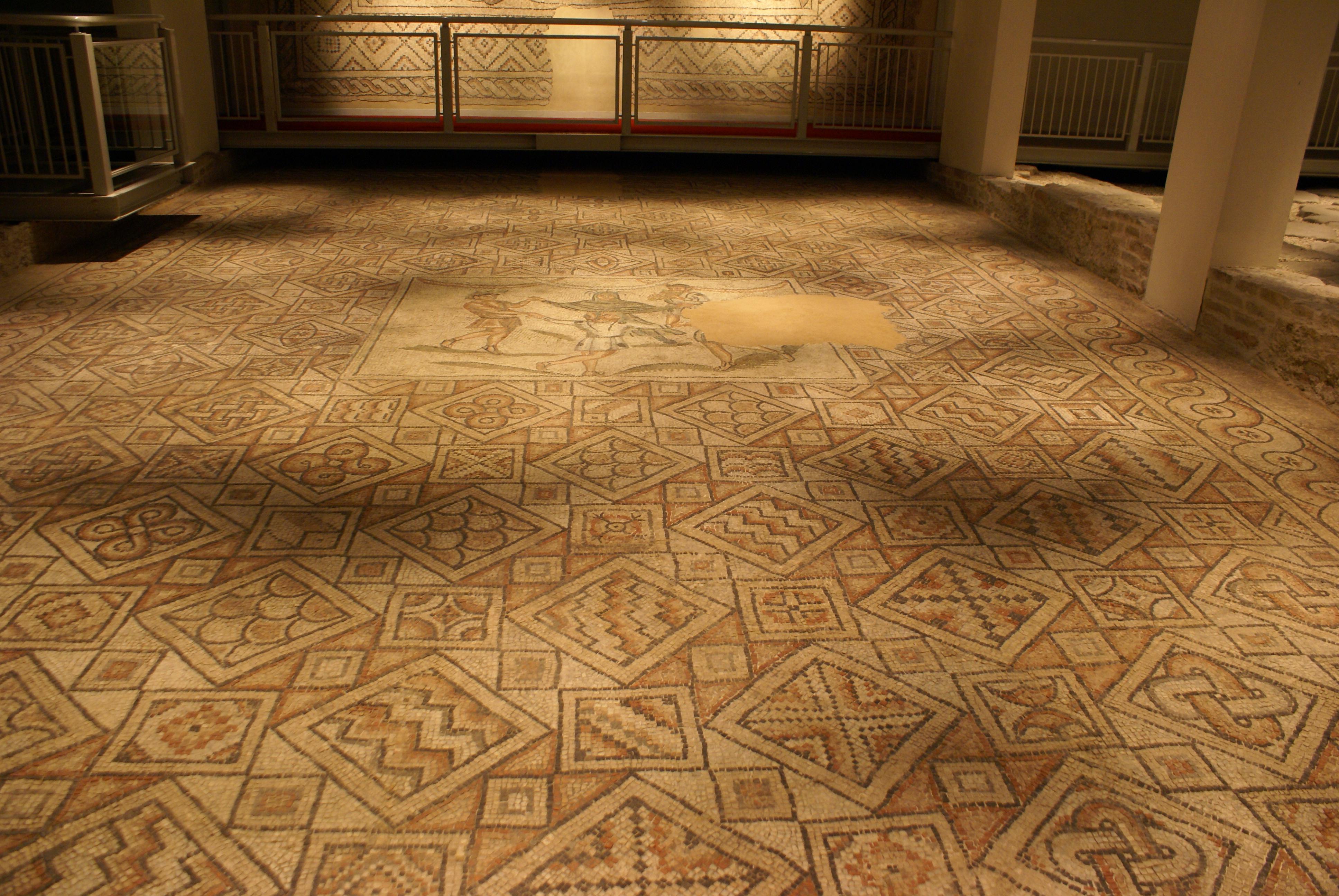File:Pavimenti con mosaico.JPG - Wikimedia Commons