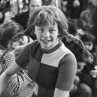 flickvän i serien vänner Södertälje