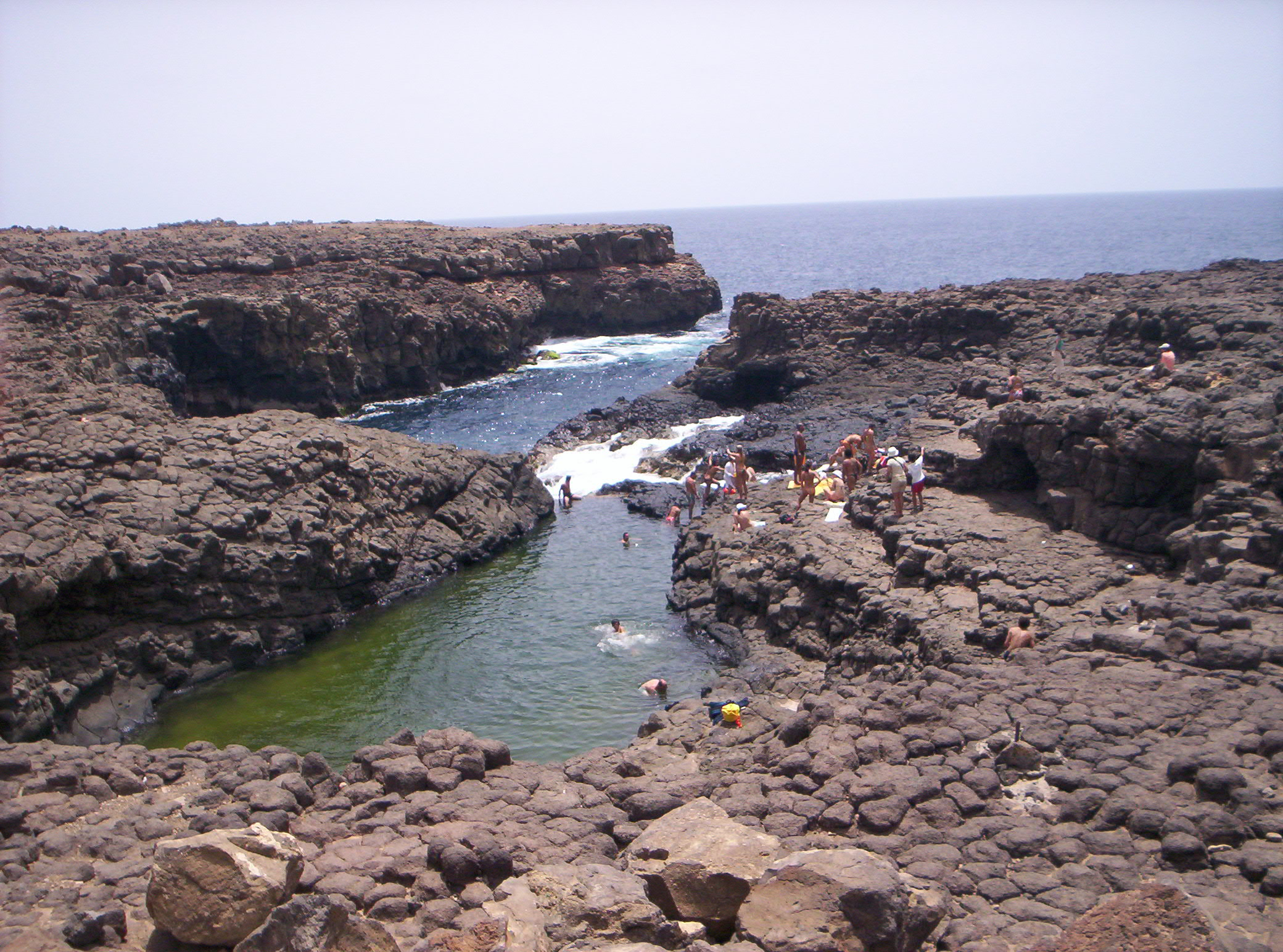 Ficheiro piscina natural da buracona na ilha do sal jpg for Piscina de sal