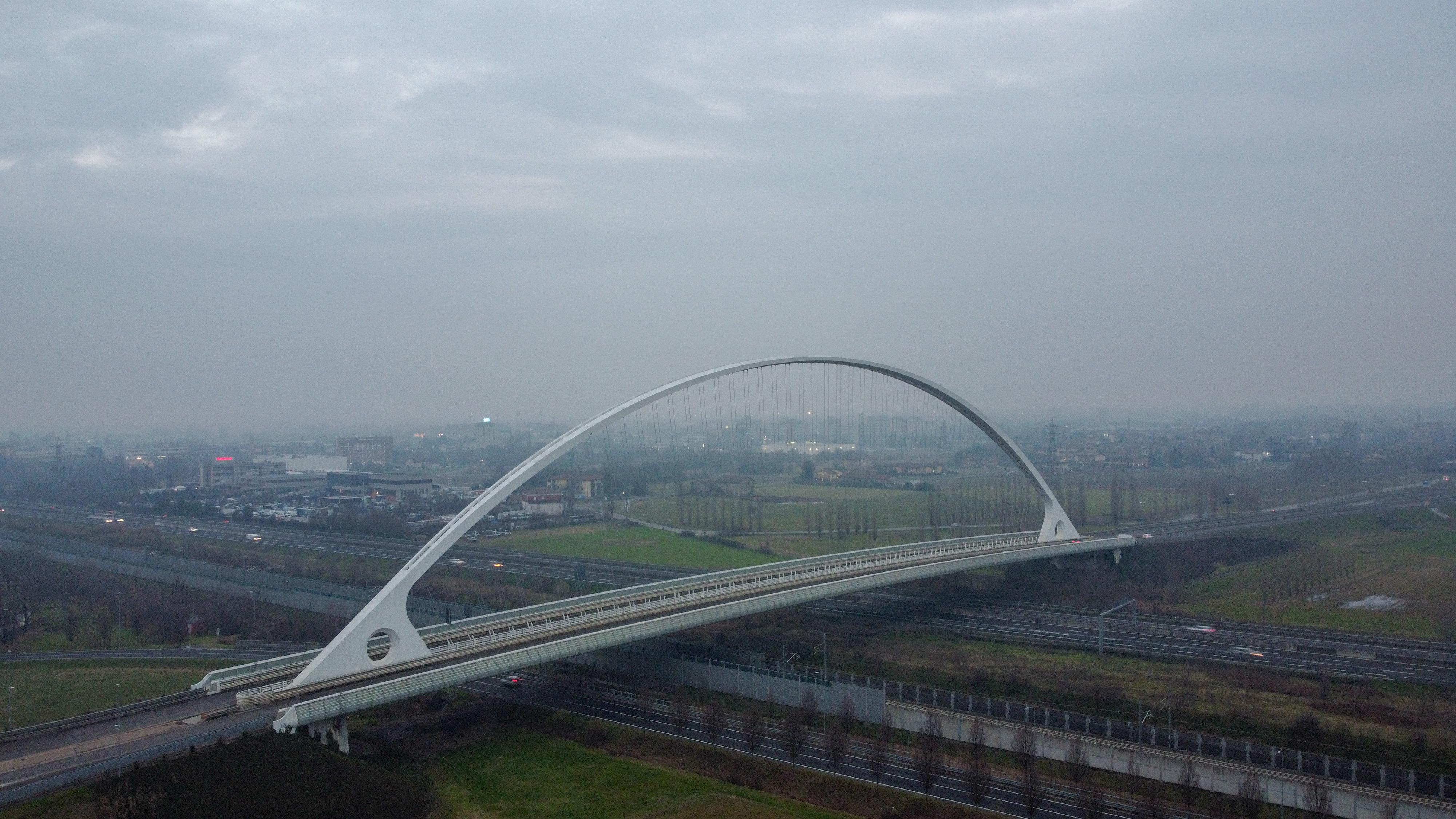 File:Ponte-centrale.jpg - Wikimedia Commons
