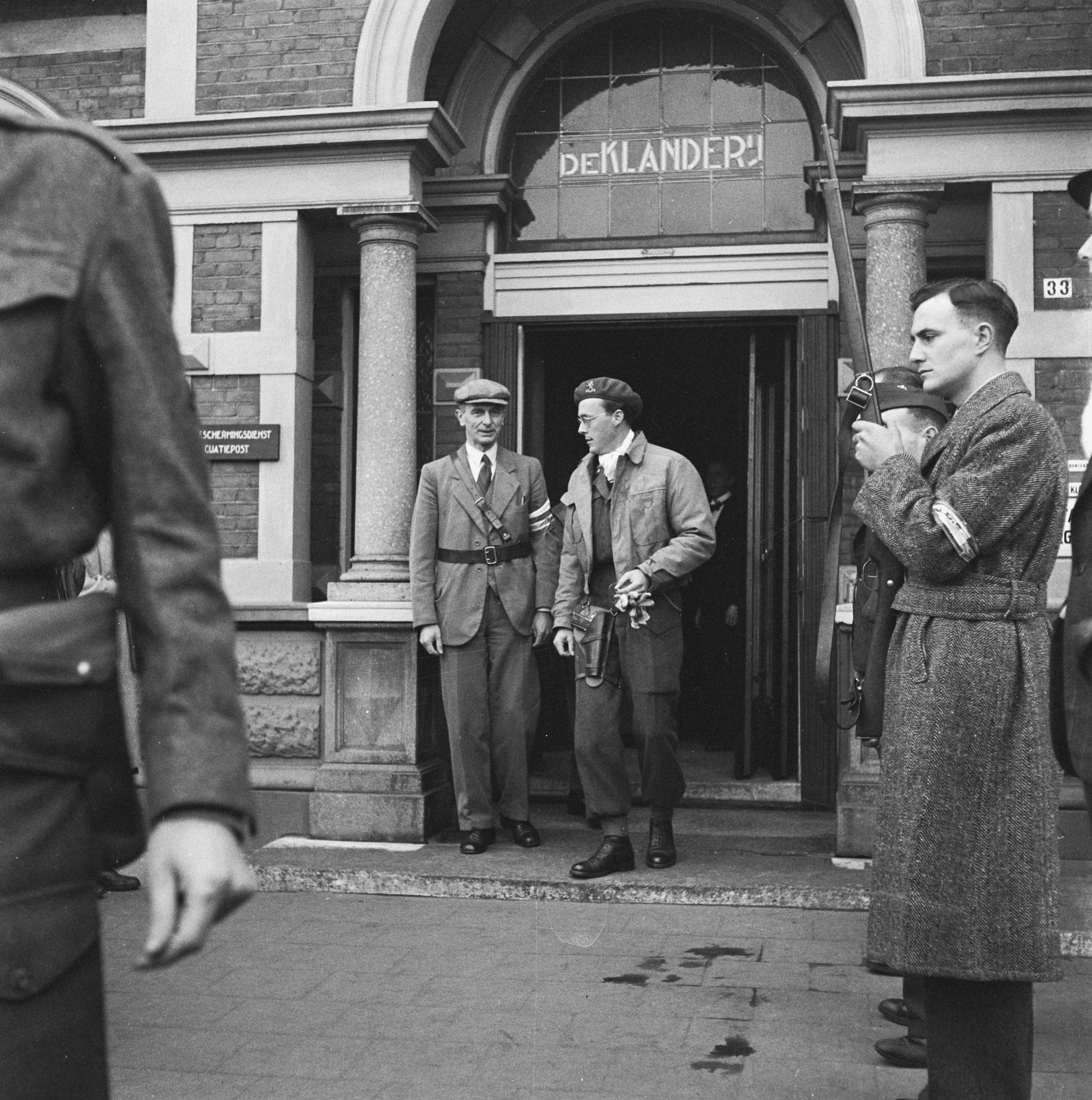 5e91703c8ef294 File:Prins Bernhard verlaat café-restaurant De Klanderij in Leeuwarden,  Bestanddeelnr 900-