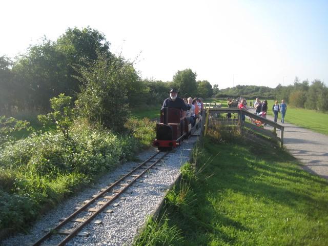PugneysCountry Park Light Railway - geograph.org.uk - 986342