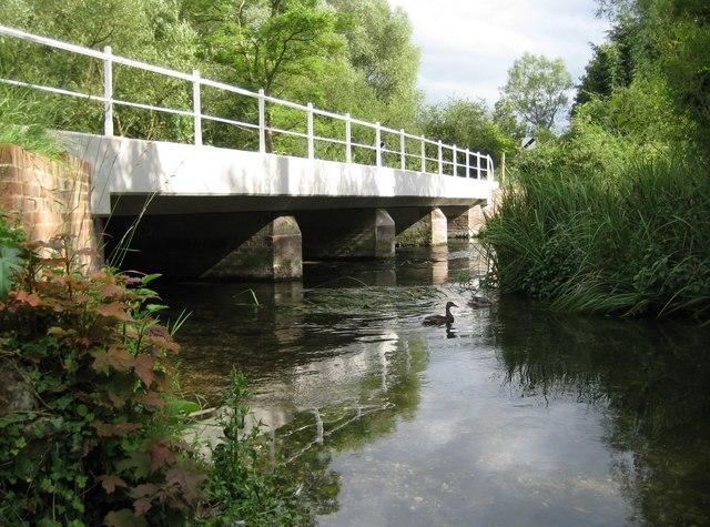 Ramsbury, River Kennet bridge - geograph.org.uk - 1528011