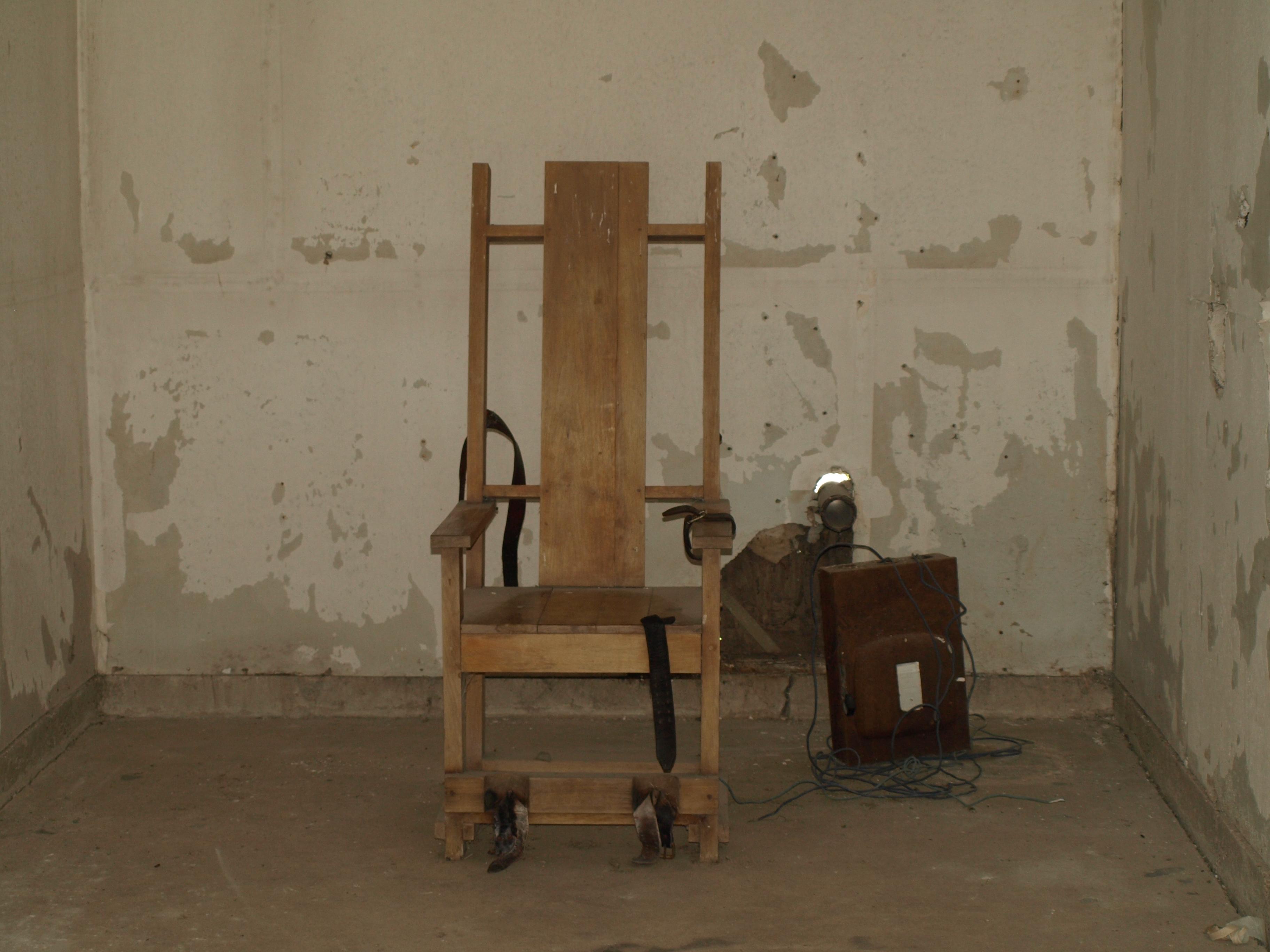 Electric chair chamber - File Redhatsexecutionchamber Jpg