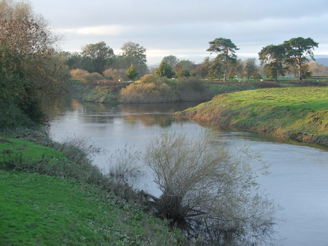 File:River Severn-Vyrnwy confluence - geograph.org.uk - 347928.jpg ...