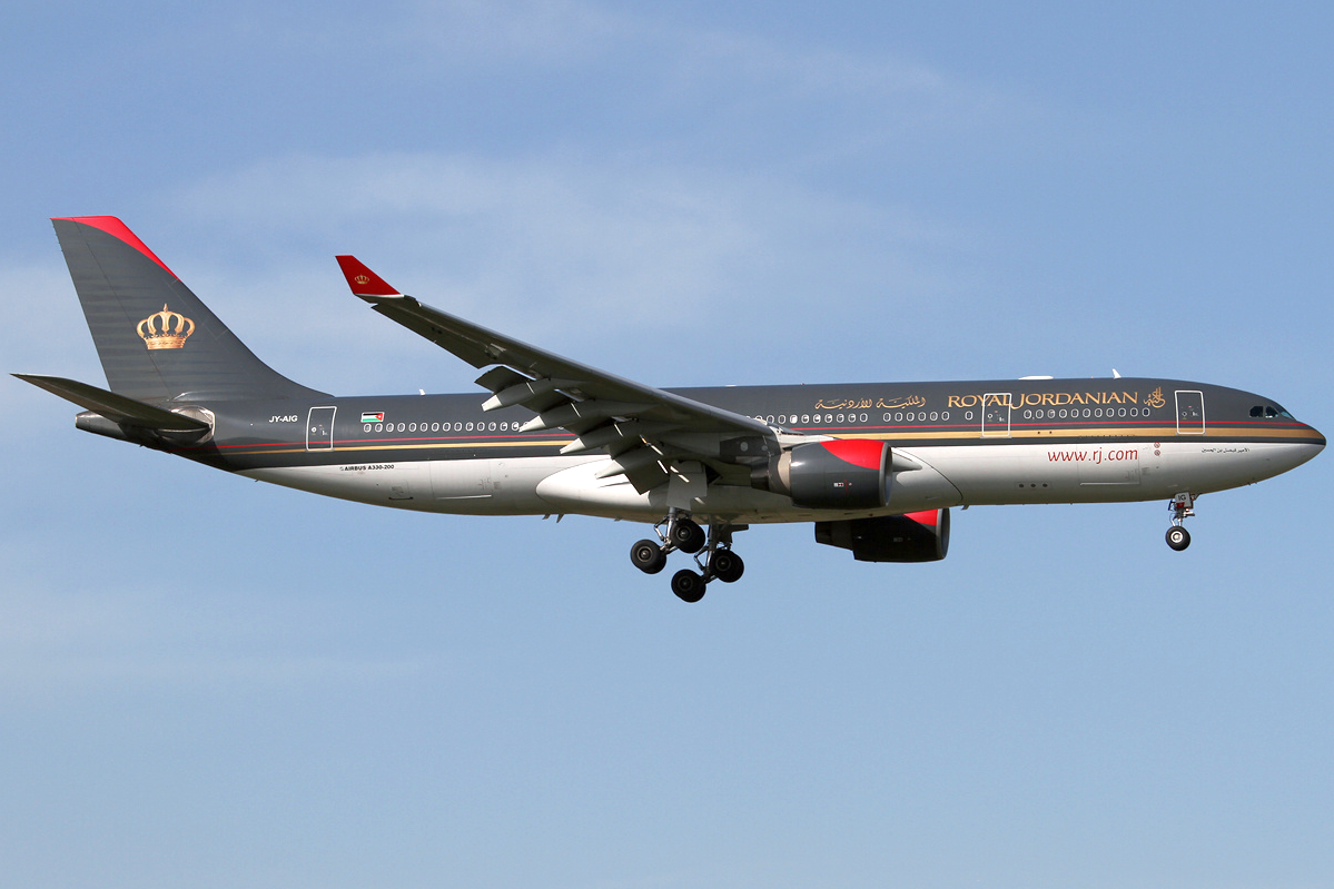 https://upload.wikimedia.org/wikipedia/commons/9/92/Royal_Jordanian_A330-200_JY-AIG_LHR_2014-03-29.png
