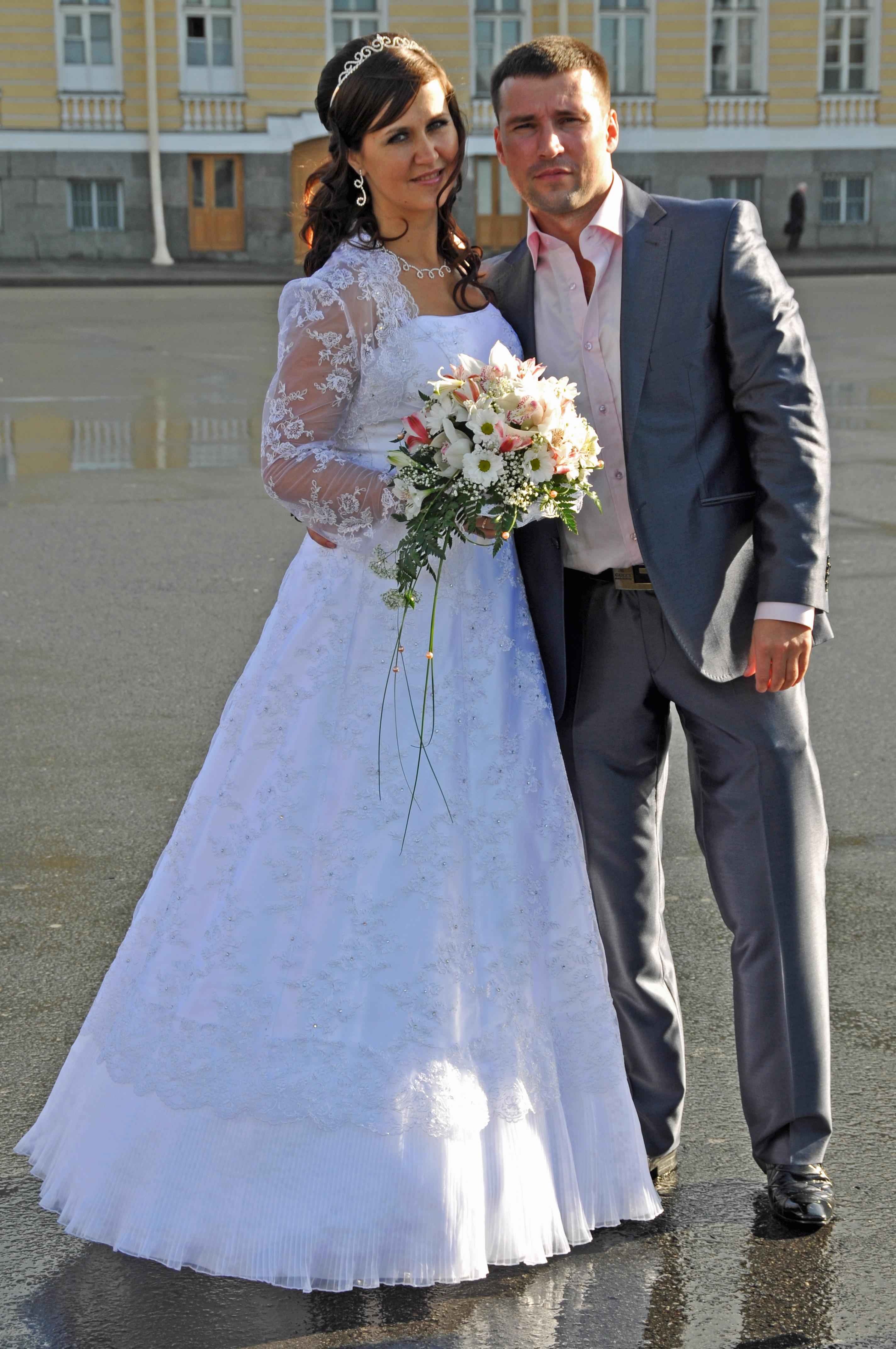 Russian Wedded Couple   Saint Petersburg%2C Russia   Sept. 2009 - Weddings Around The World