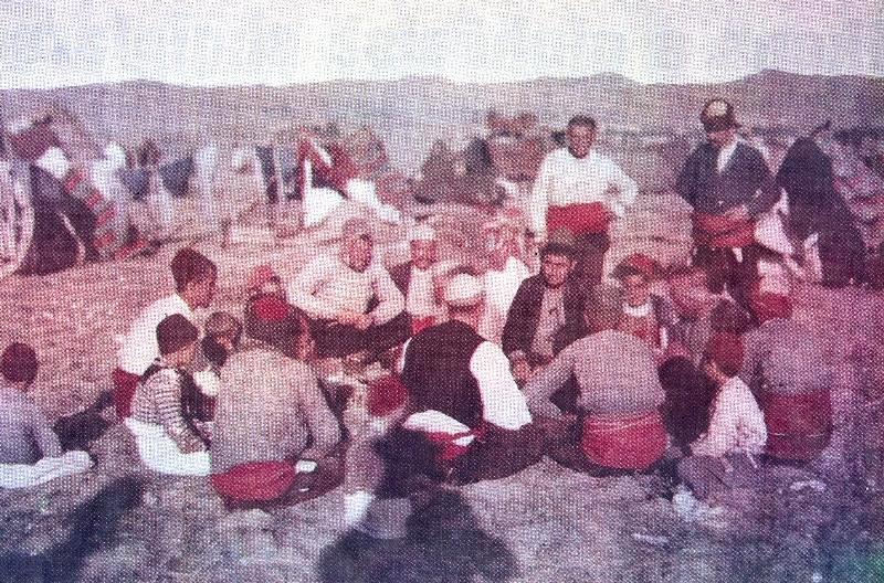 File:Shqiptarë e ikur nga ushtria serbe në Selanik.jpg