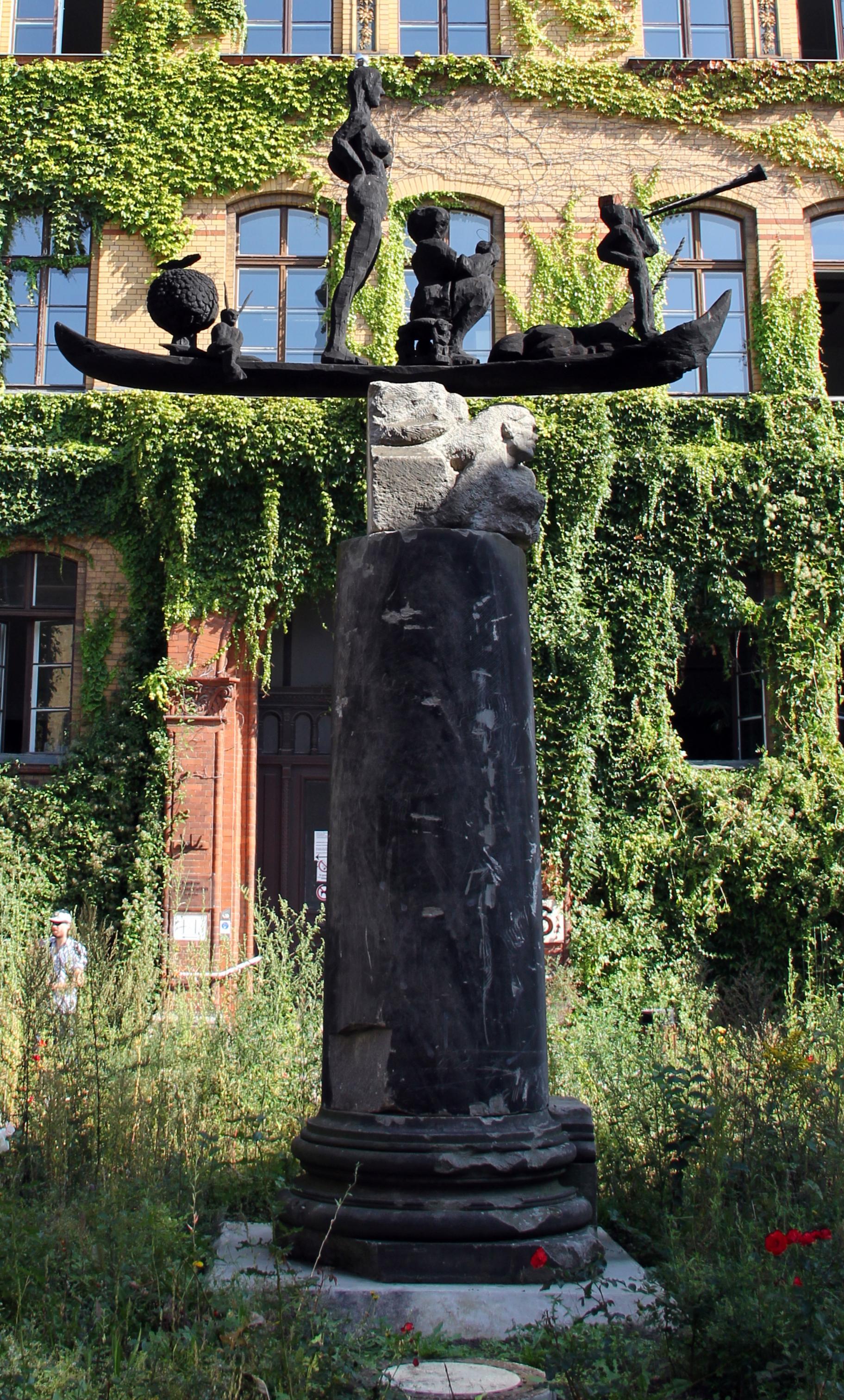 Skulptur Schiff zur Rettung der Unschuld der Kunst, Quelle: WikiCommons, siehe Ende des Artikels