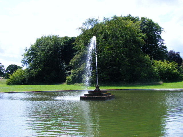 Sledmere House Fountain - geograph.org.uk - 1393063